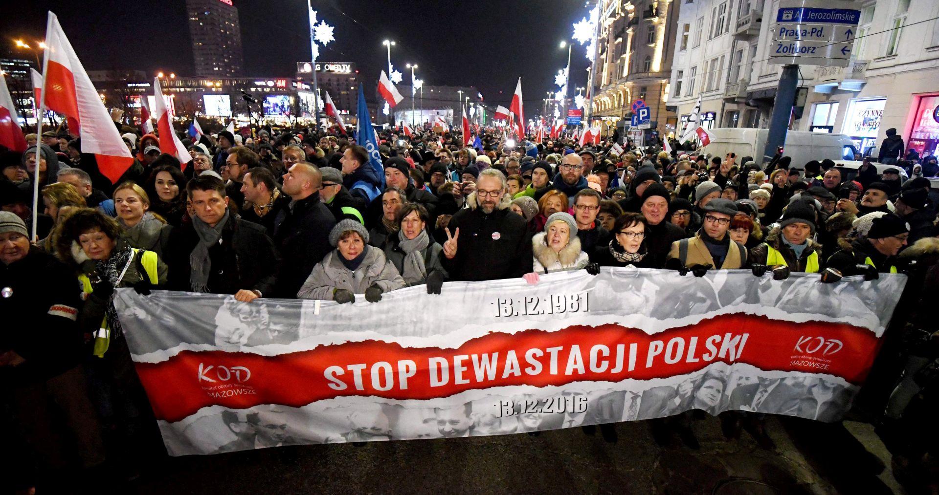 Čelnik poljskog protuvladina prosvjeda zadao udarac oporbi jer je uzimao novac