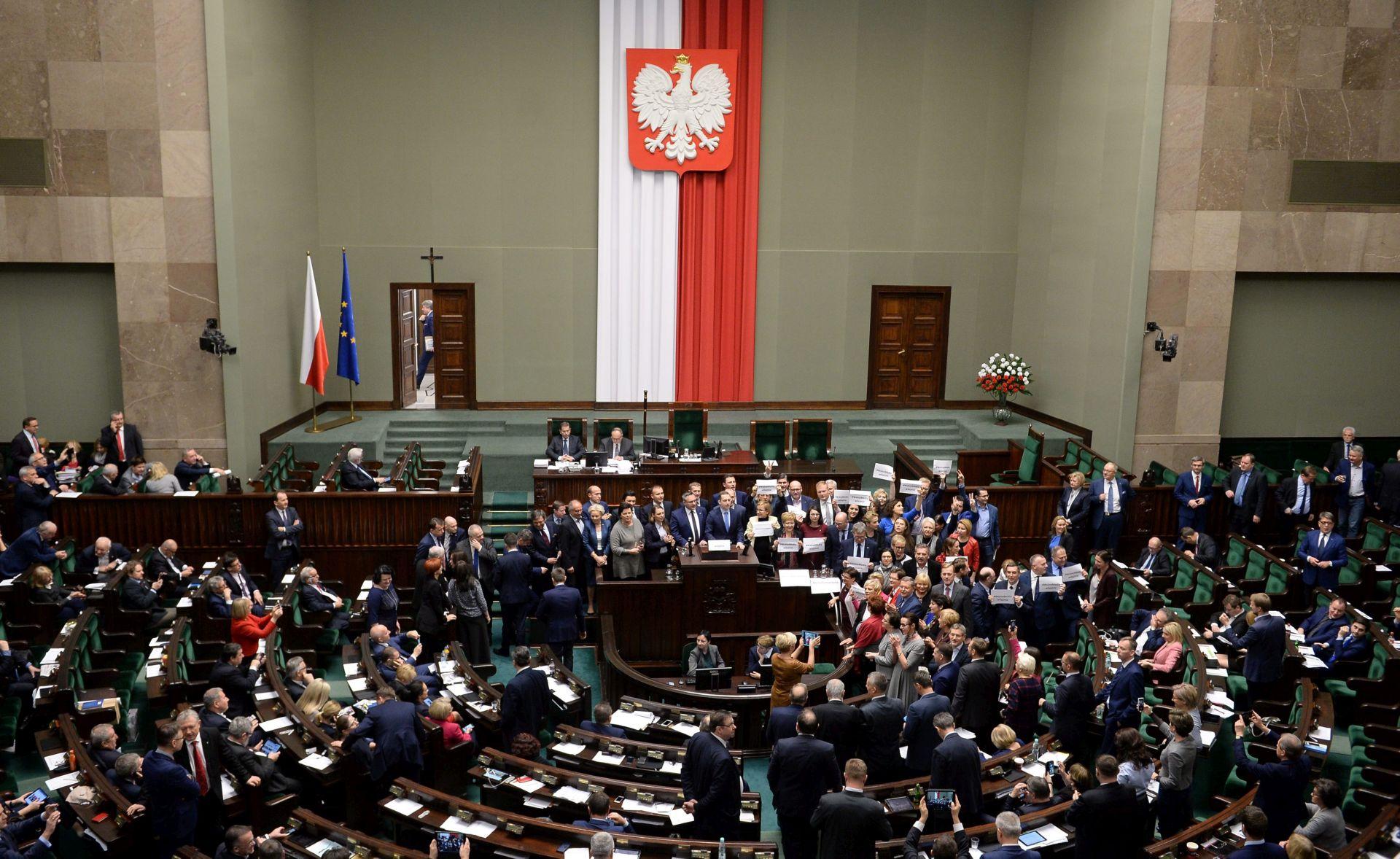 Poljska oporba odlučna bojkotirati parlament