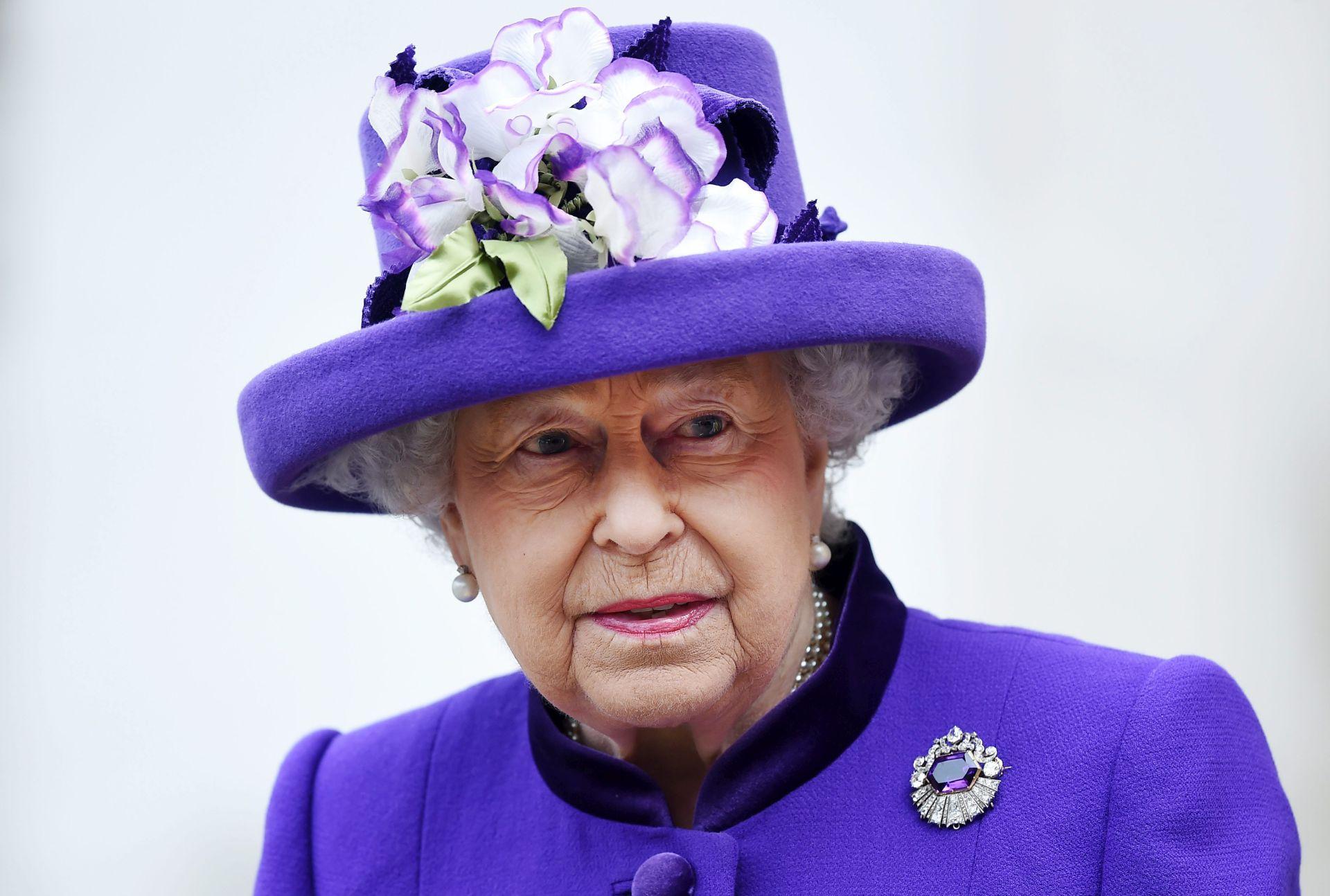 JAKA PREHLADA Kraljica Elizabeta propušta novogodišnju misu