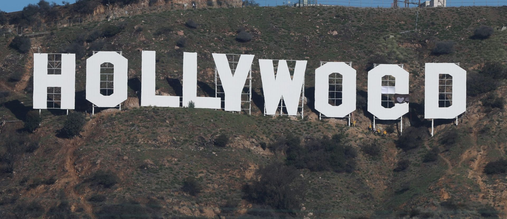 "Slavni natpis ""Hollywood"" postao ""Hollyweed"""