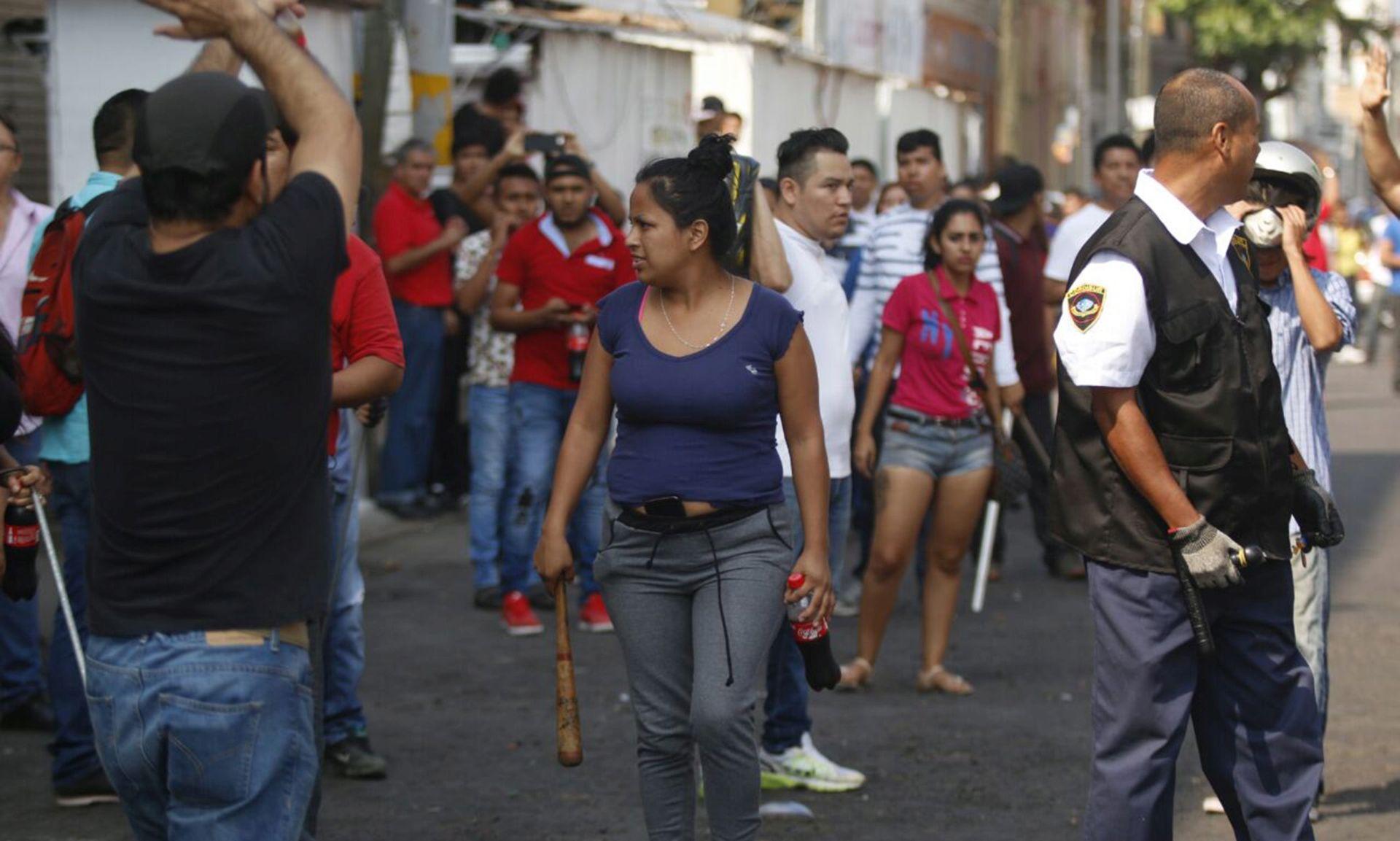 Tisuće prosvjednika protiv povećanja cijena goriva u Meksiku