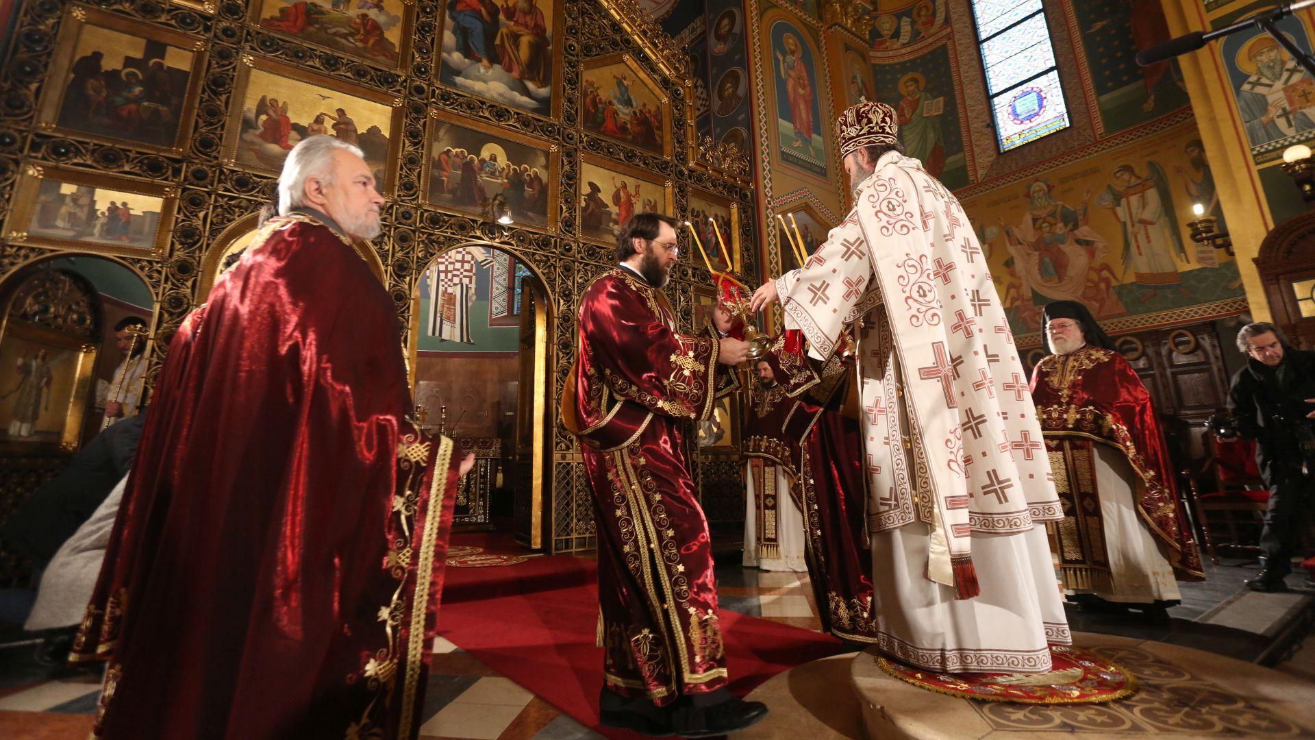 Božić slave pravoslavni vjernici, mitropolit Porfirije predvodio liturgiju u Zagrebu