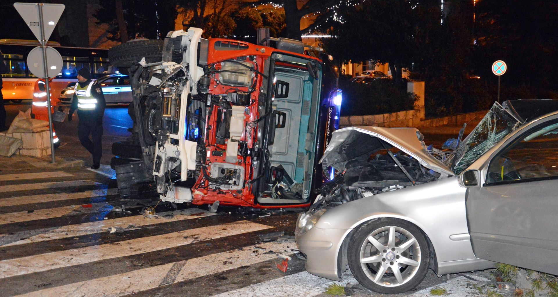 DUBROVNIK U sudaru osobnog automobila i vatrogasnog vozila nekoliko ozlijeđenih