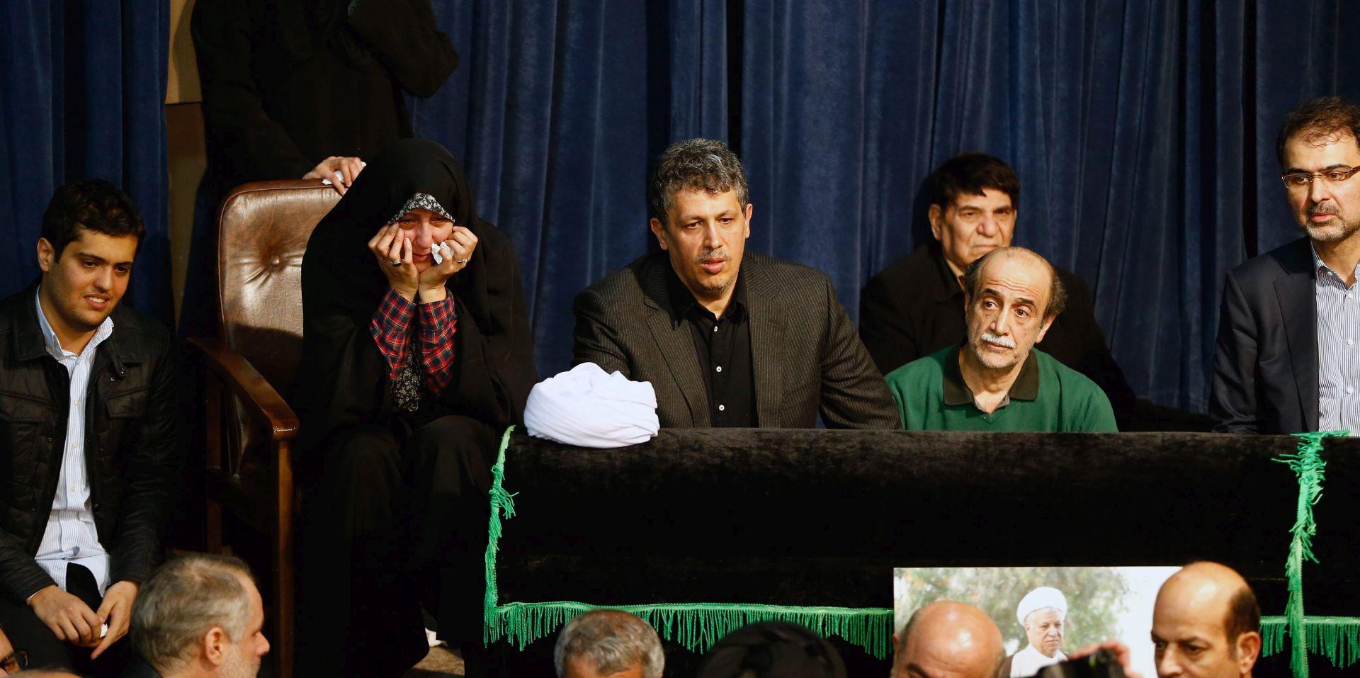 Deseci tisuća Iranaca okupljaju se na pogrebu bivšeg predsjednika Rafsandžanija