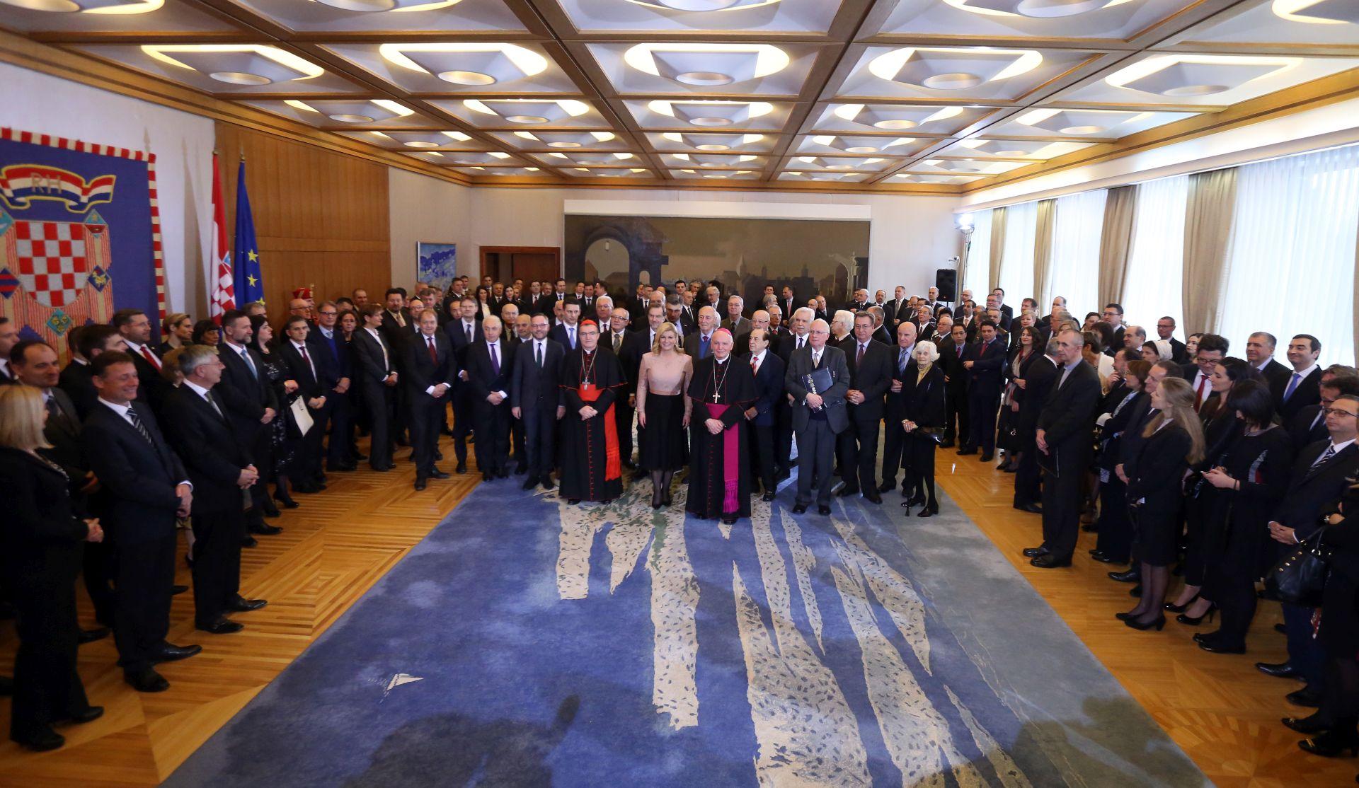 Povelje zahvalnosti za međunarodno priznanje Tuđmanu, braniteljima, Kohlu, Genscheru