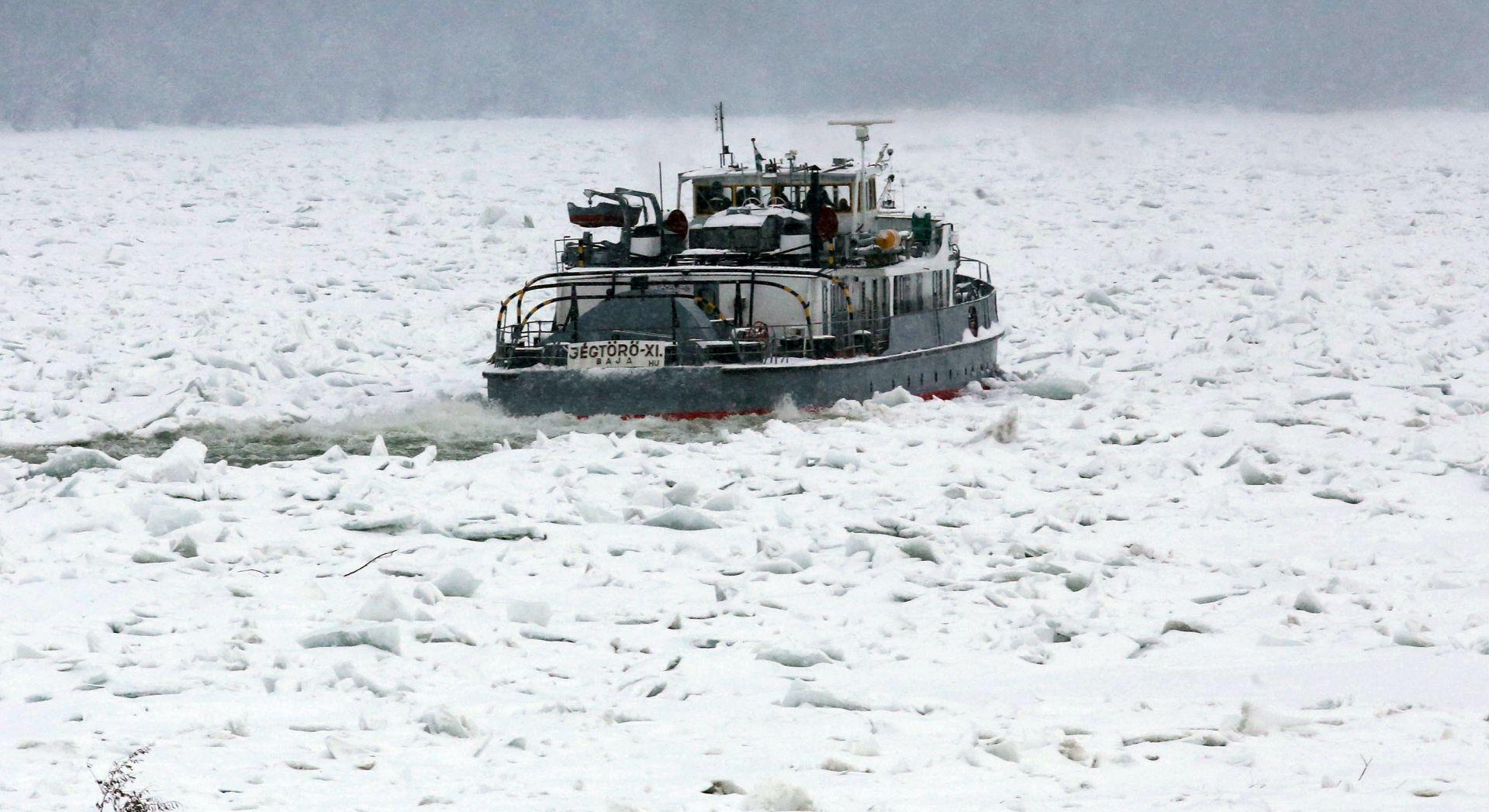 Mađarski ledolomac iz Vukovara krenuo uzvodno put Daljske okuke