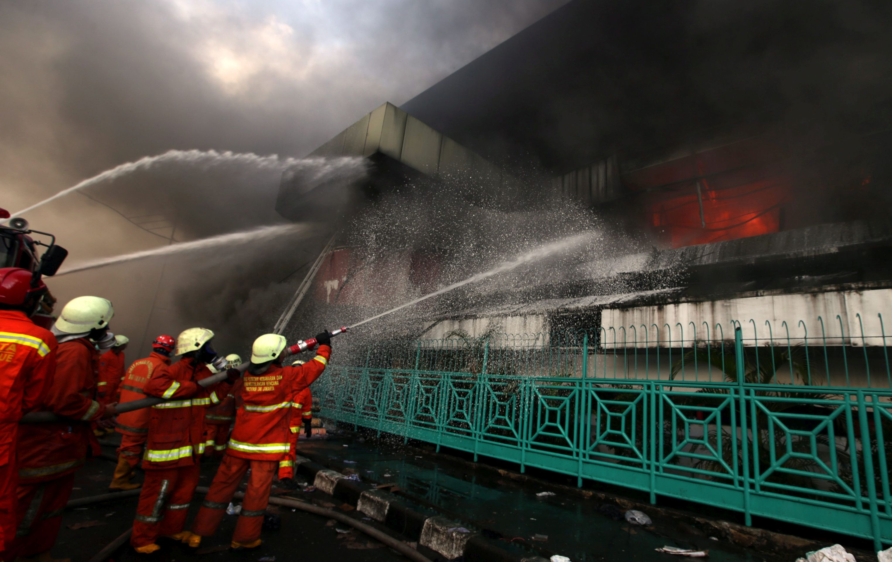 Veliki požar opustošio povijesnu tržnicu u središtu Džakarte