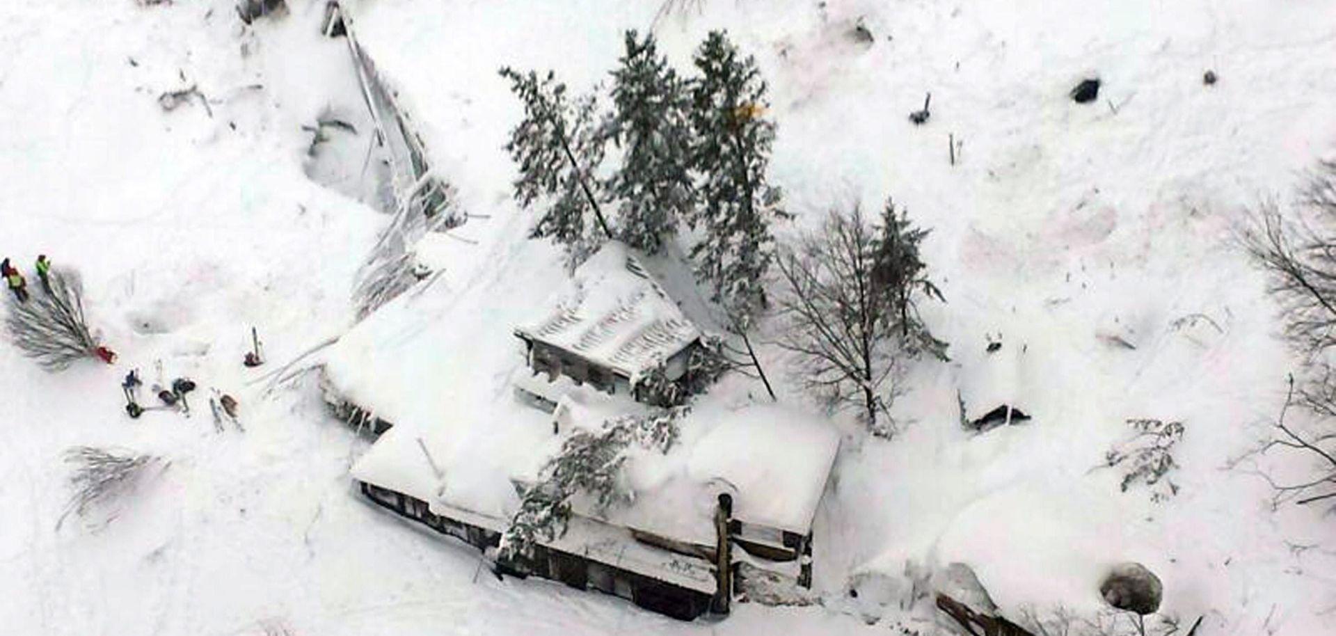 Spašeno šest osoba u hotelu zatrpanom lavinom