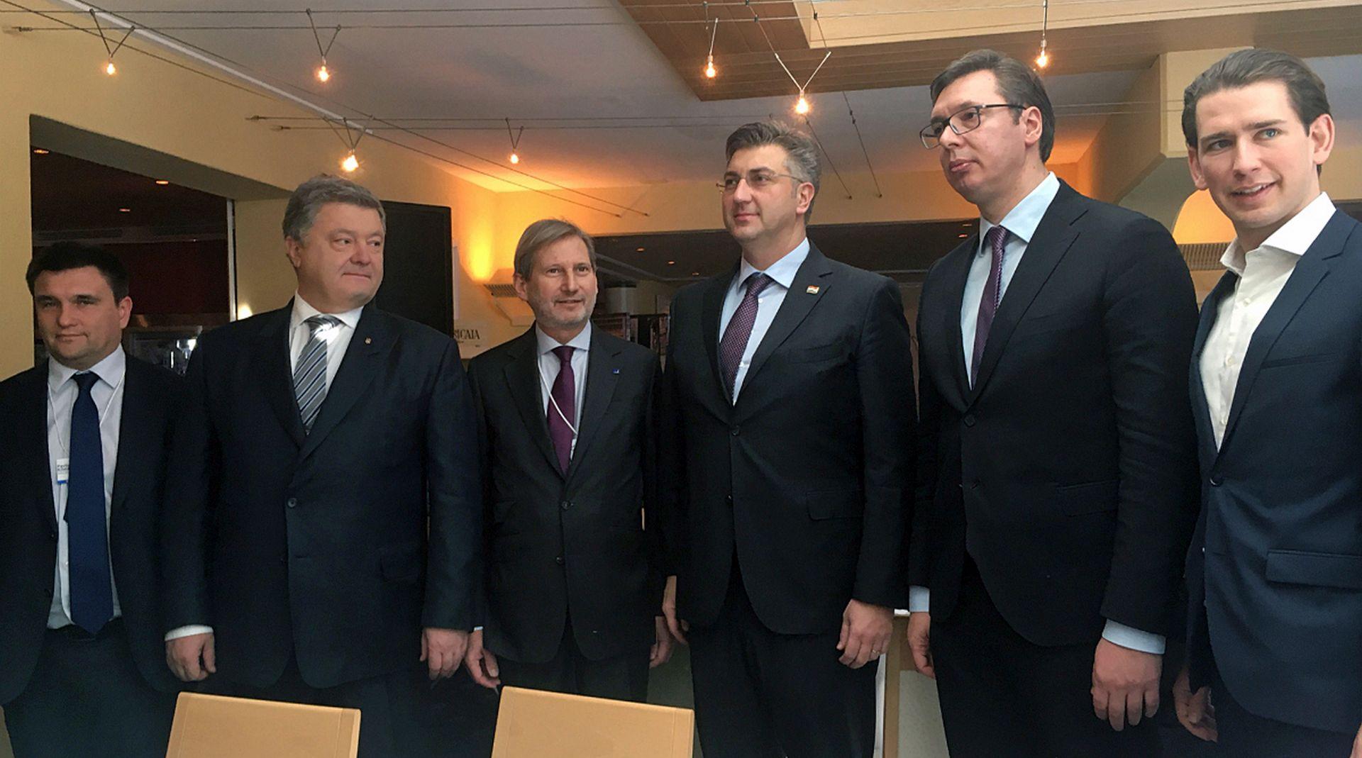 PLENKOVIĆ U DAVOSU Borbeni zrakoplov, Vučić, booking.com, google, La Roche, Trump…
