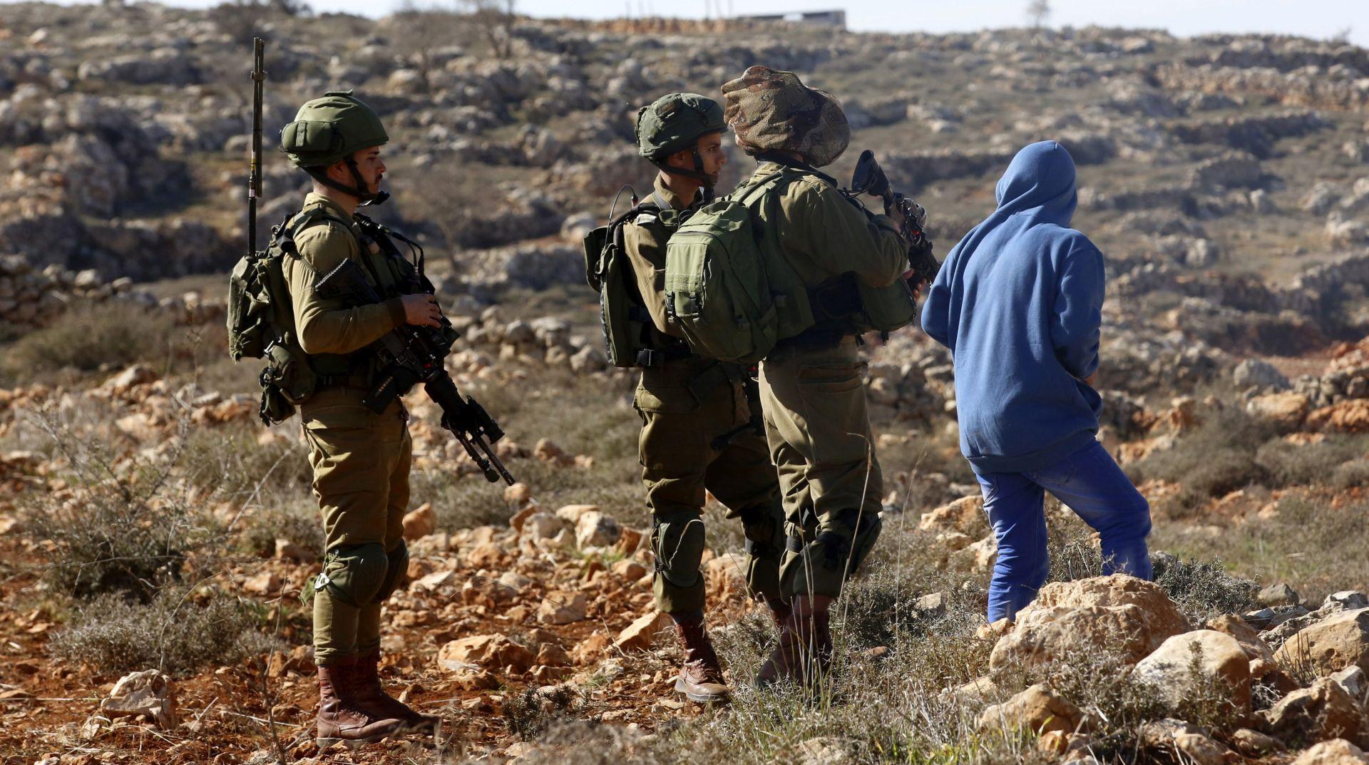 Izraelski vojnici ubili Palestinca koji se zaletio u autobusnu postaju