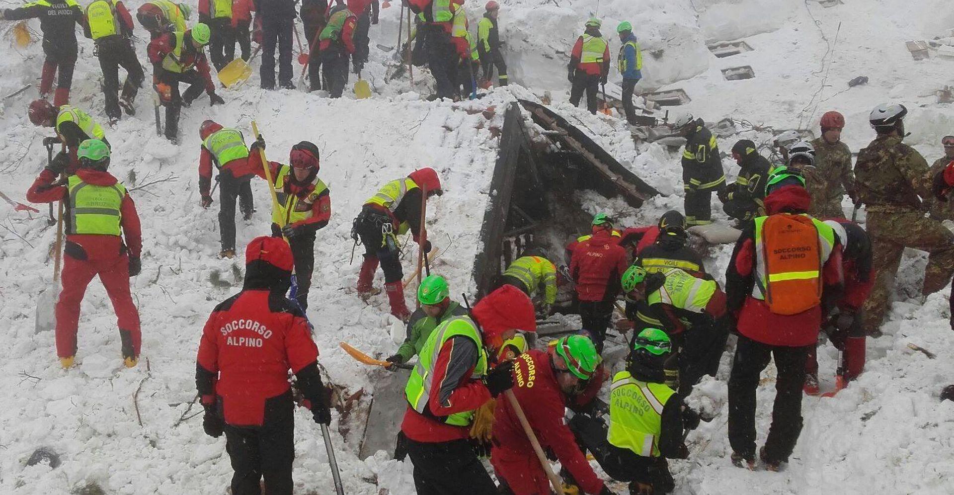 Šest tijela izvučeno iz srušenog hotela u Italiji