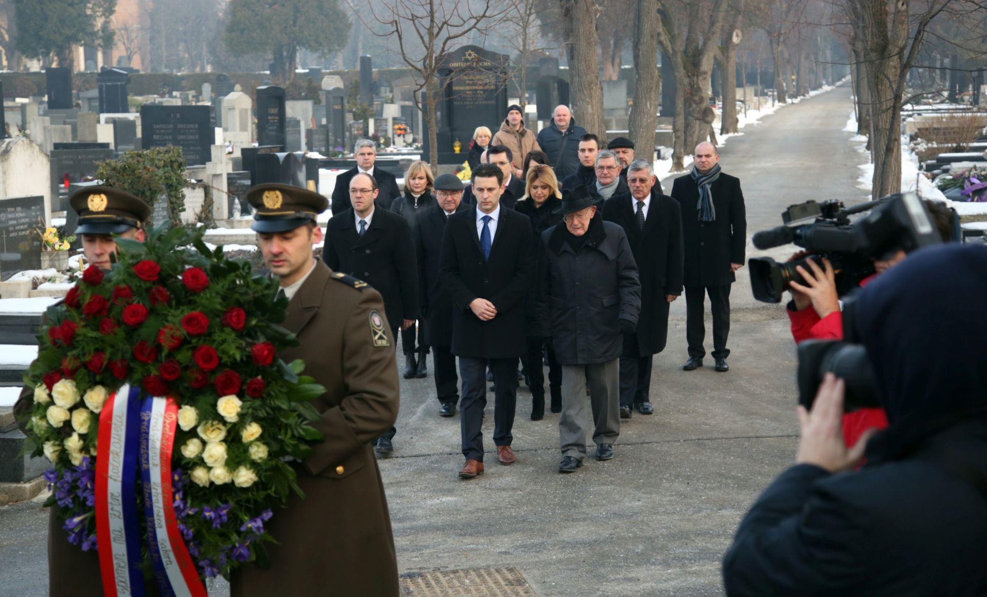 Polaganjem vijenca na Mirogoju obilježen dan sjećanja na žrtve holokausta