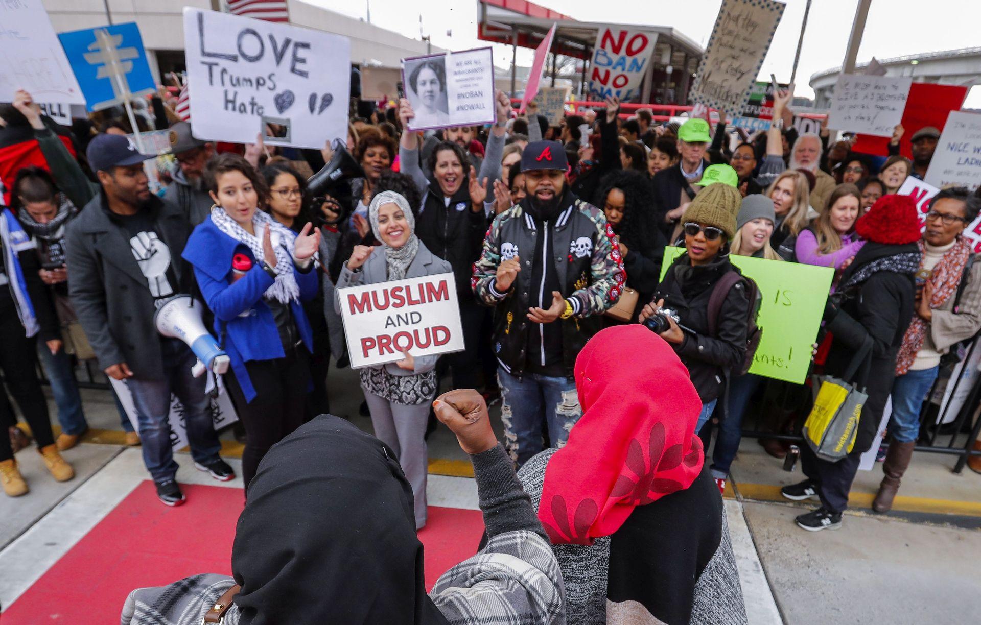 Američki diplomati protiv Trumpove zabrane imigracije