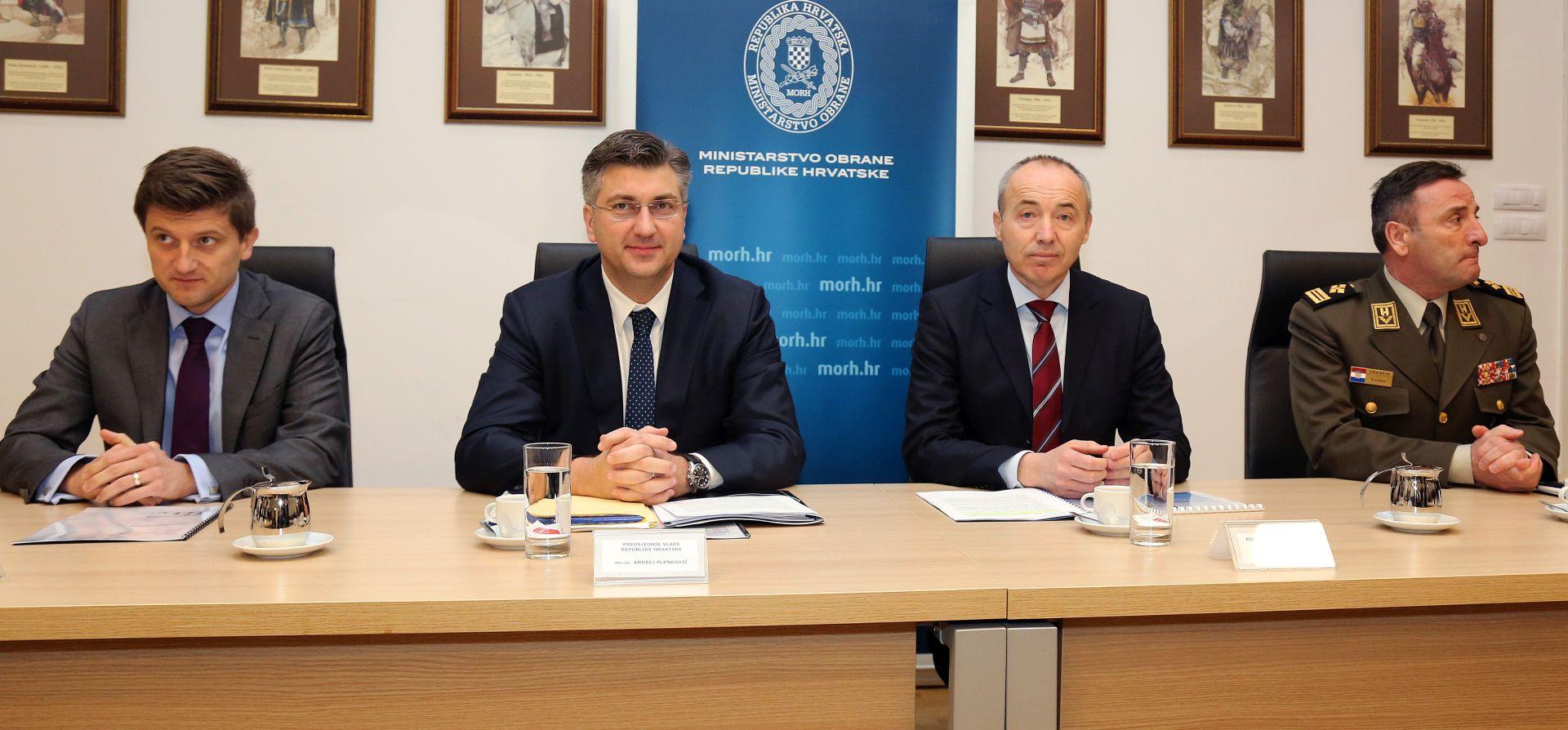 Plenković posjetio MORH: Razmatra se inicijativa temeljnog vojnog osposobljavanja