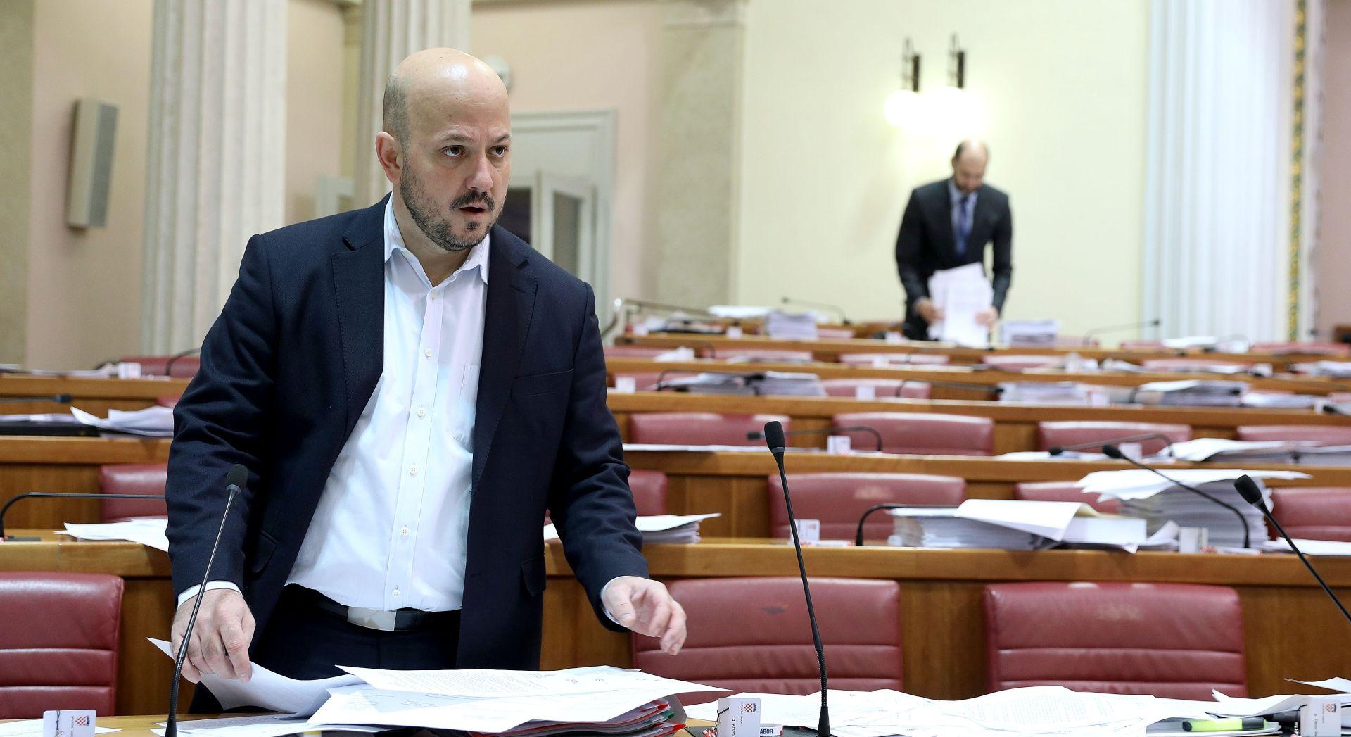 """MARAS NA FACEBOOKU """"Plenković je ili naivac ili se pravi Sanader"""""""