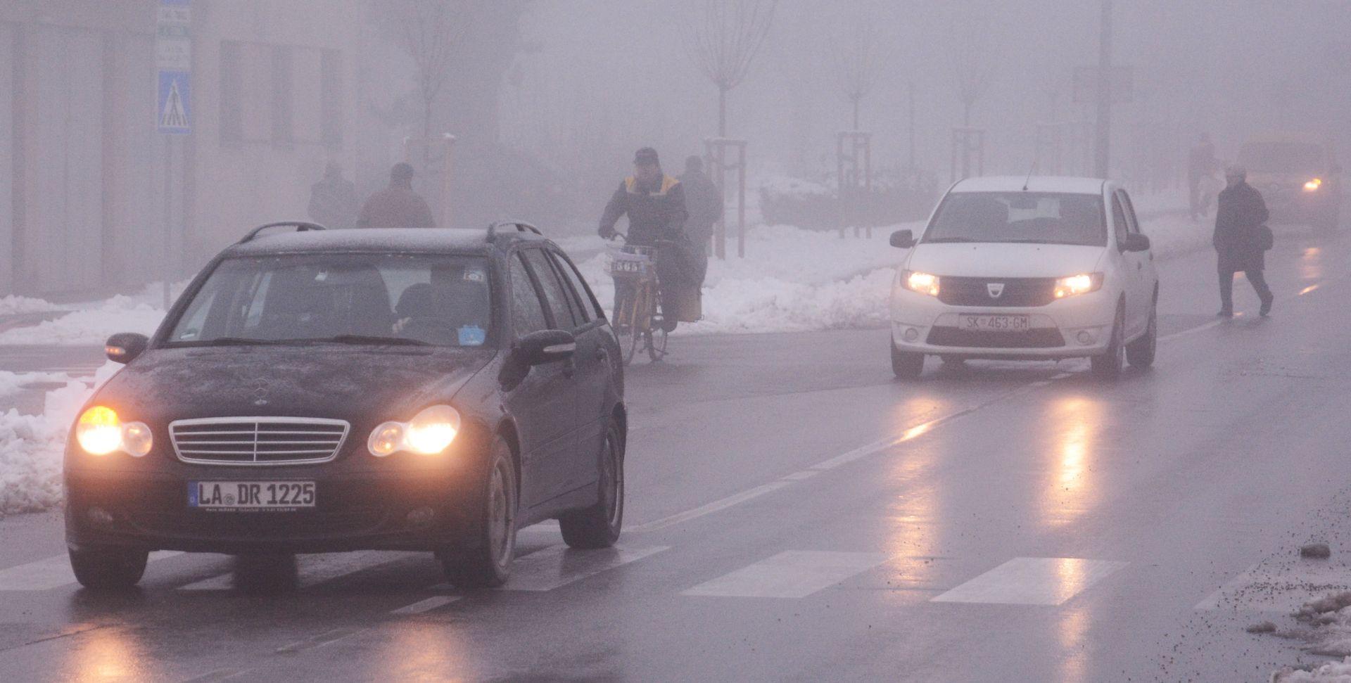 SNIJEG I DALJE OTEŽAVA PROMET Jak vjetar na Jadranskoj magistrali, zimski uvjeti na cestama, gužve na granicama