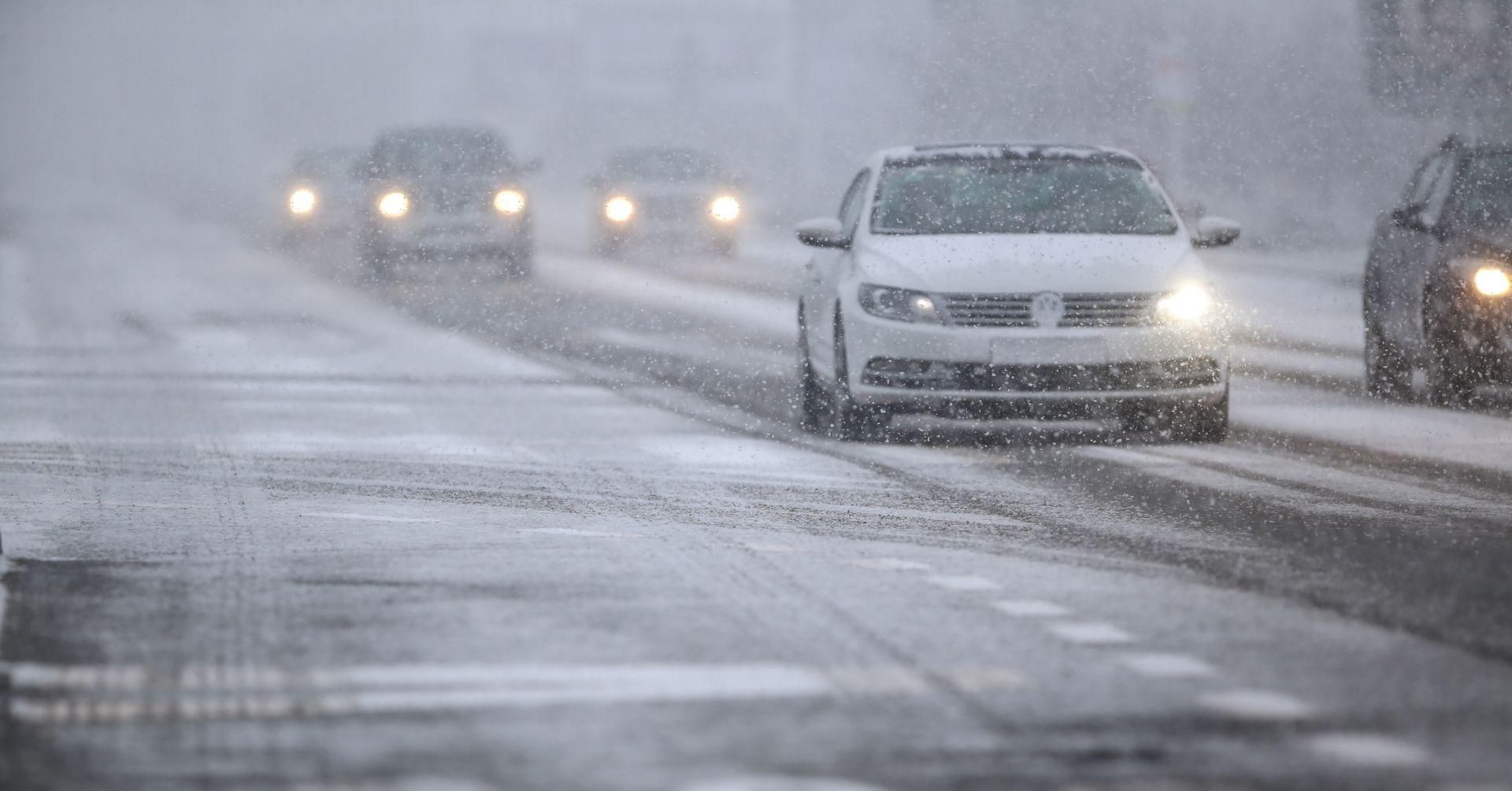 ZAGREB: 150 ekipa Zimske službe posipa glavne prometnice u gradu