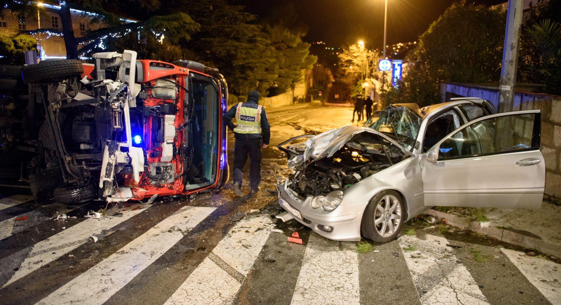 JEDNA OSOBA TEŠKO OZLIJEĐENA Vatrogasno vozilo s uključenim rotirkama prošlo kroz crveno i izazvalo nesreću