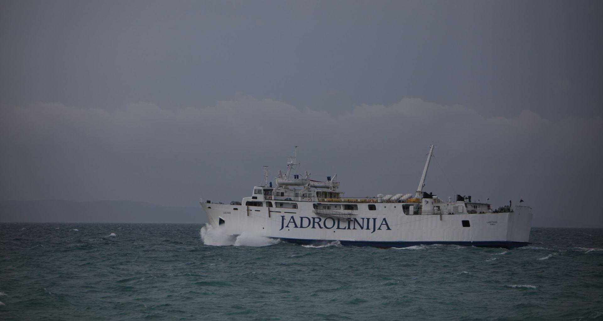 Nakon jednodnevnog zastoja uspostavljena trajektna veza Split-Brač