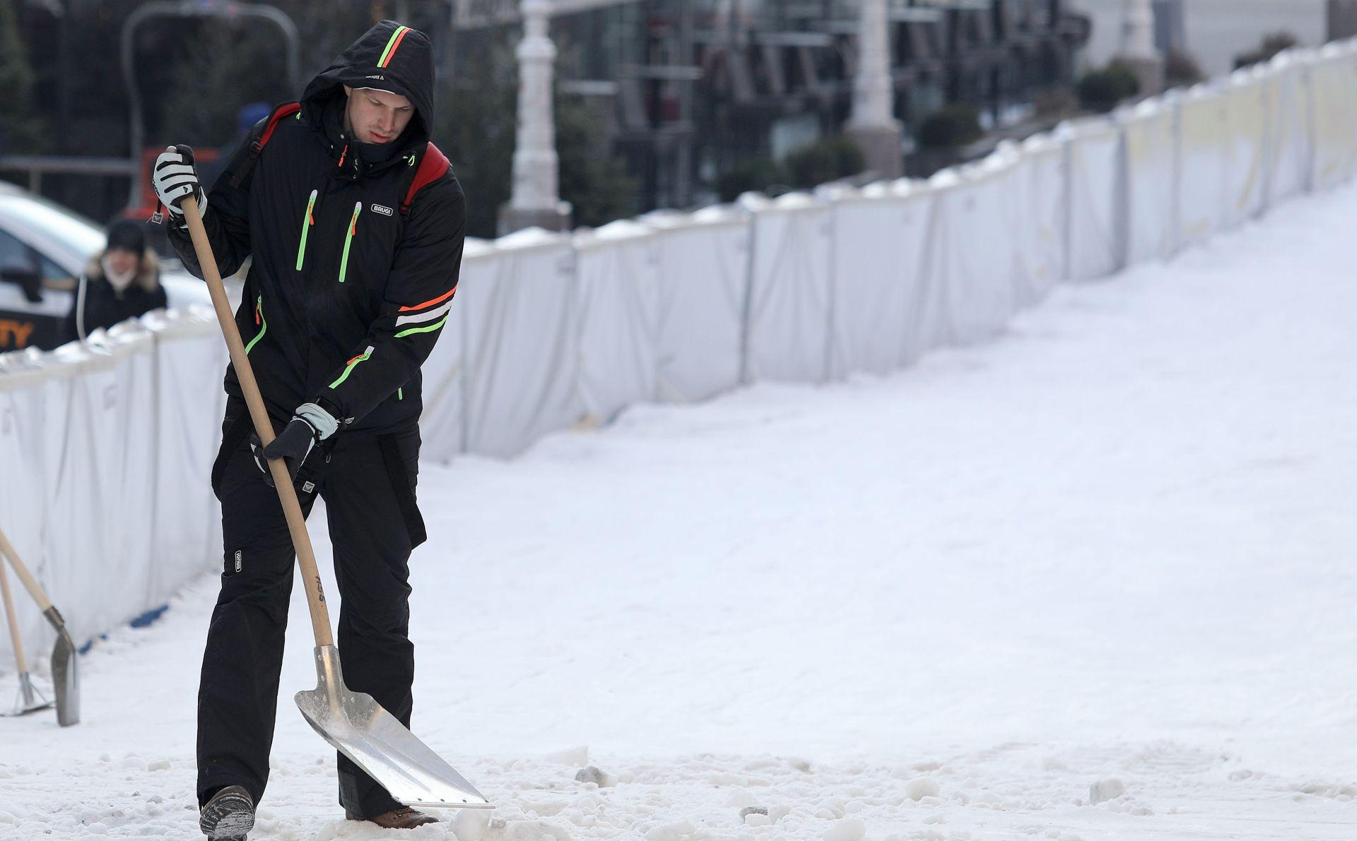 SUKOB OKO VLASTI U ZGRADI Susjedi se obračunali lopatama za snijeg