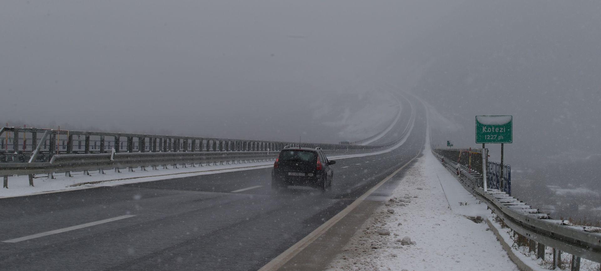 HAK Mokri i skliski kolnici, magla smanjuje vidljivost, zimski uvjeti na cestama
