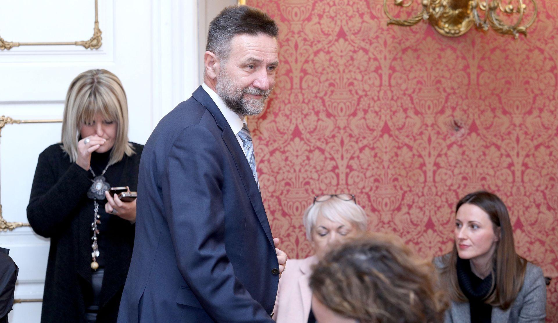 Više od sto pripadnika akademske zajednice traži Barišićevu zaštitu