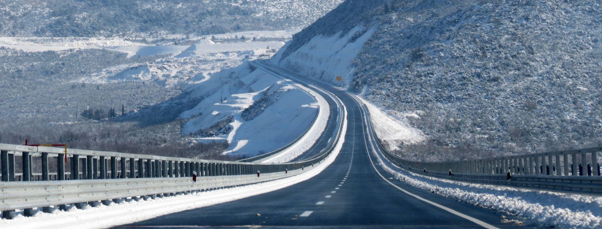 HAK Moguća poledica, jak vjetar na A1, zimski uvjeti na cestama