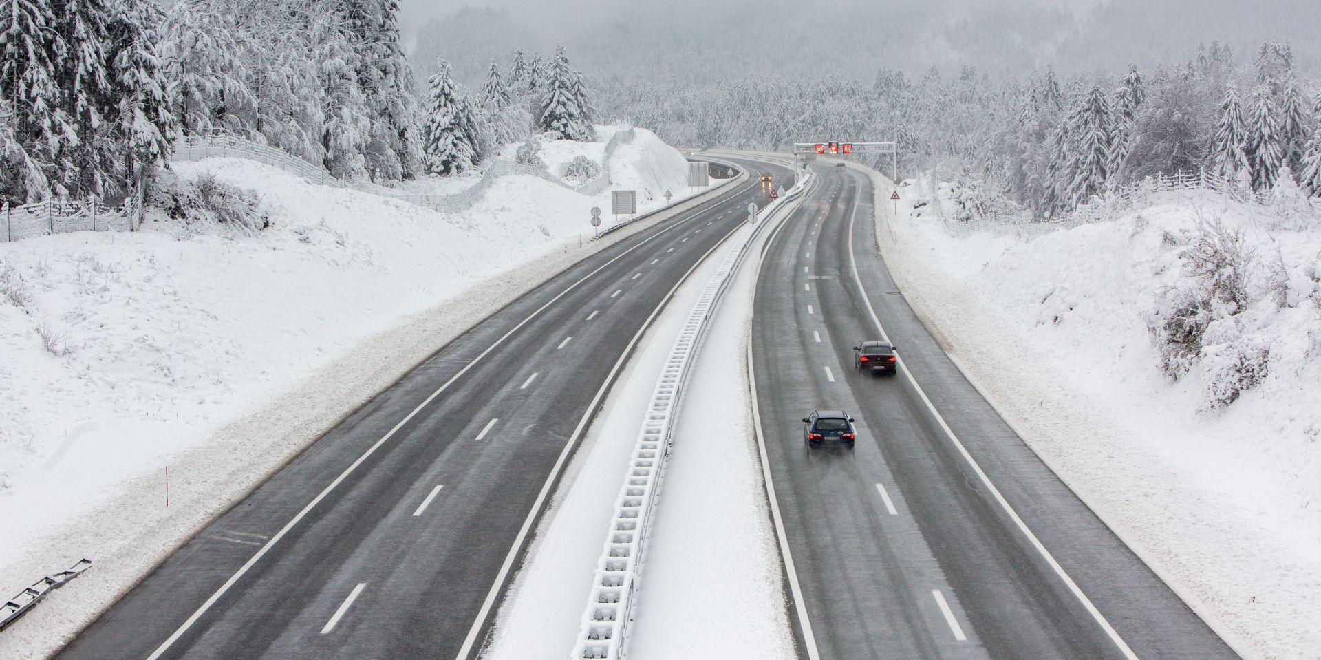 HAK Snijeg i niske temperature otežavaju promet u cijeloj zemlji, zimski uvjeti na cestama