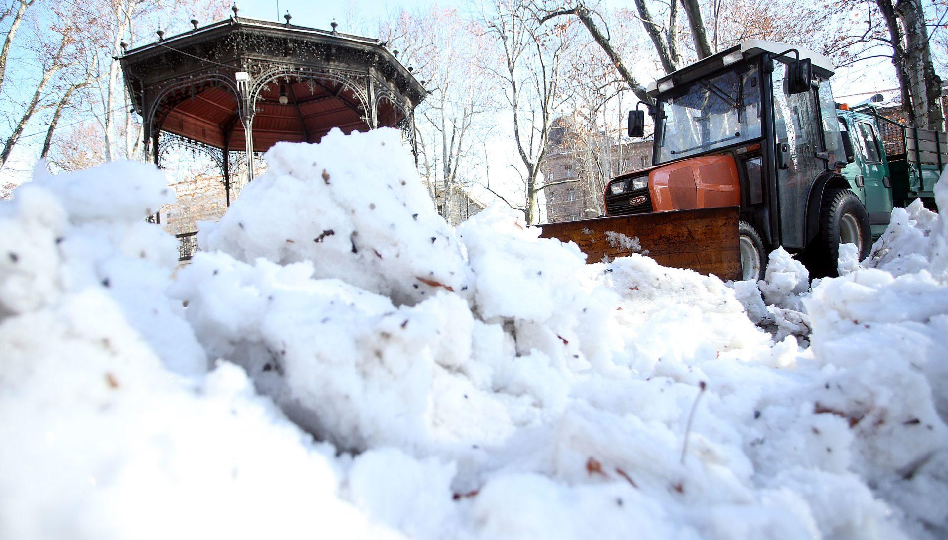 VIDEO: Grad Moskva zna što uraditi sa snijegom