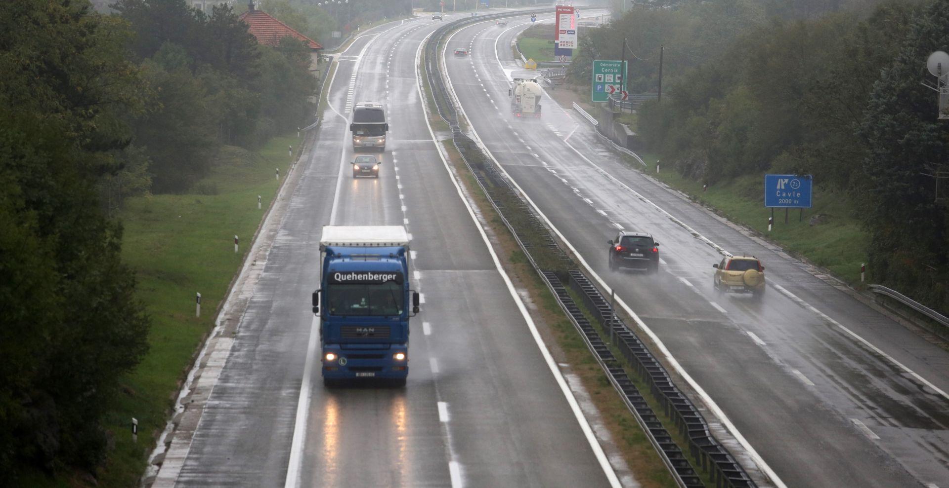 HAK Kolnici mokri i skliski, snijeg mjestimice usporava vožnju u G. kotaru