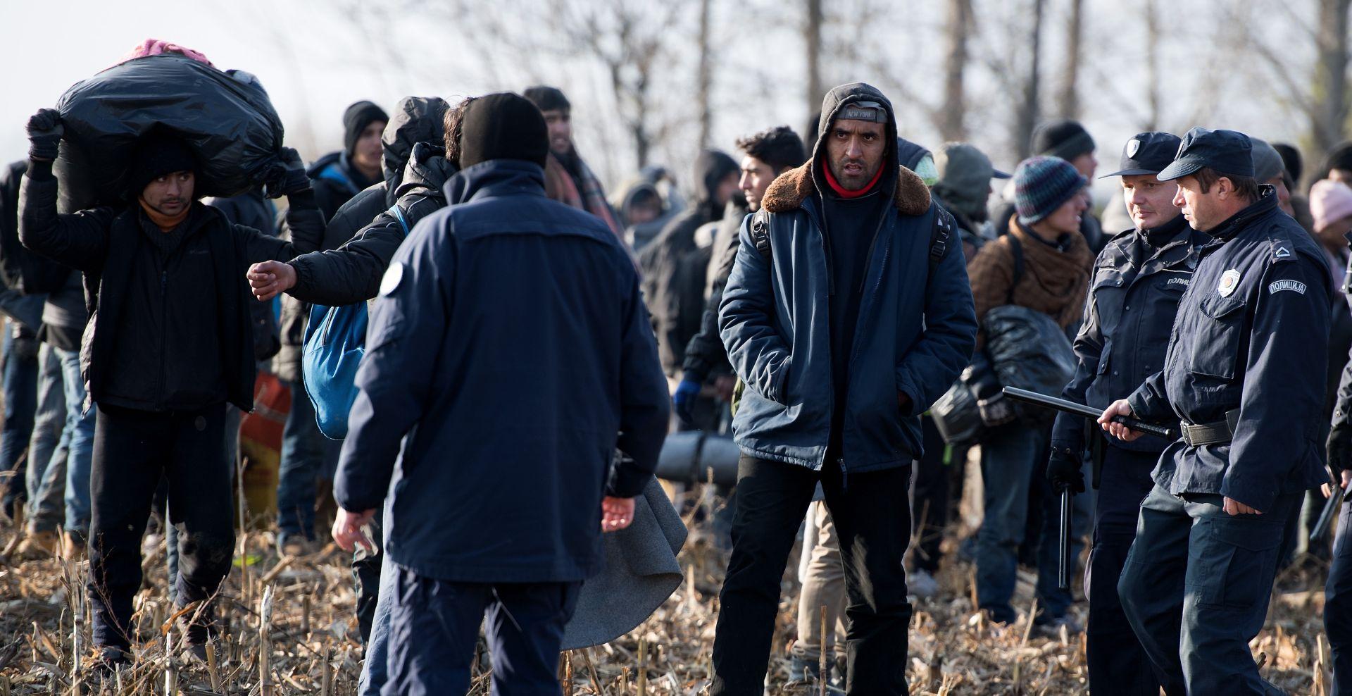 PROSVJED KOD TOVARNIKA Stotine migranata žele ući u Hrvatsku