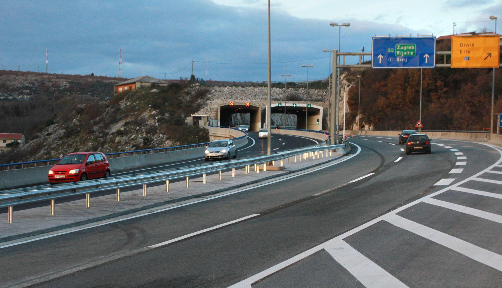 BRZA CESTA SOLIN – KLIS Lančani sudar šest vozila, četiri osobe ozlijeđene