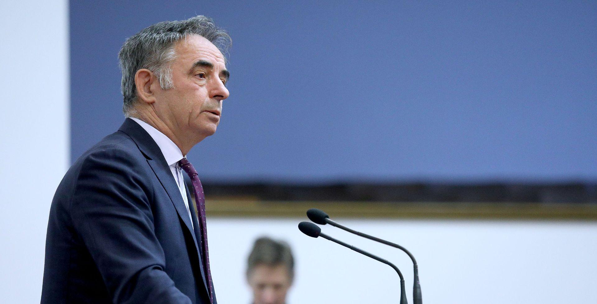 BOŽIĆNI DOMJENAK Pupovac 'očitao bukvicu' Plenkoviću zbog ploče u Jasenovcu