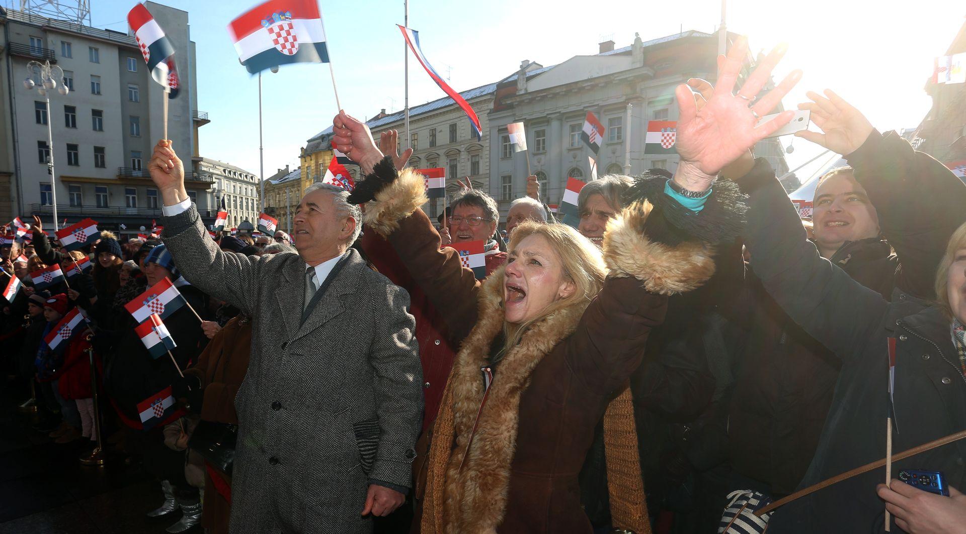FOTO: VELIKI KONCERT NA TRGU BANA JELAČIĆA Obljetnica priznanja RH