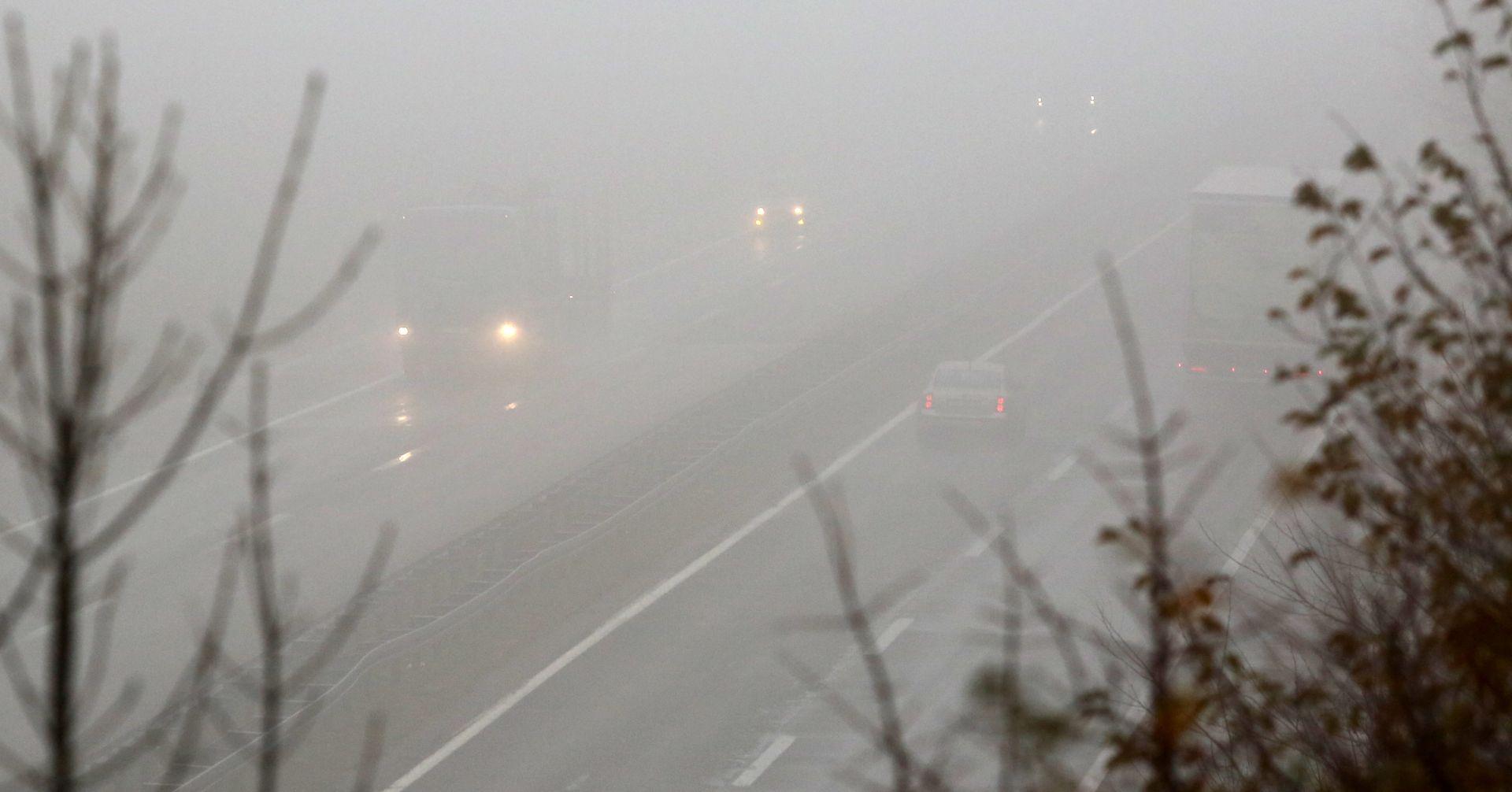 HAK Kolnici mokri i skliski, magla smanjuje vidljivost