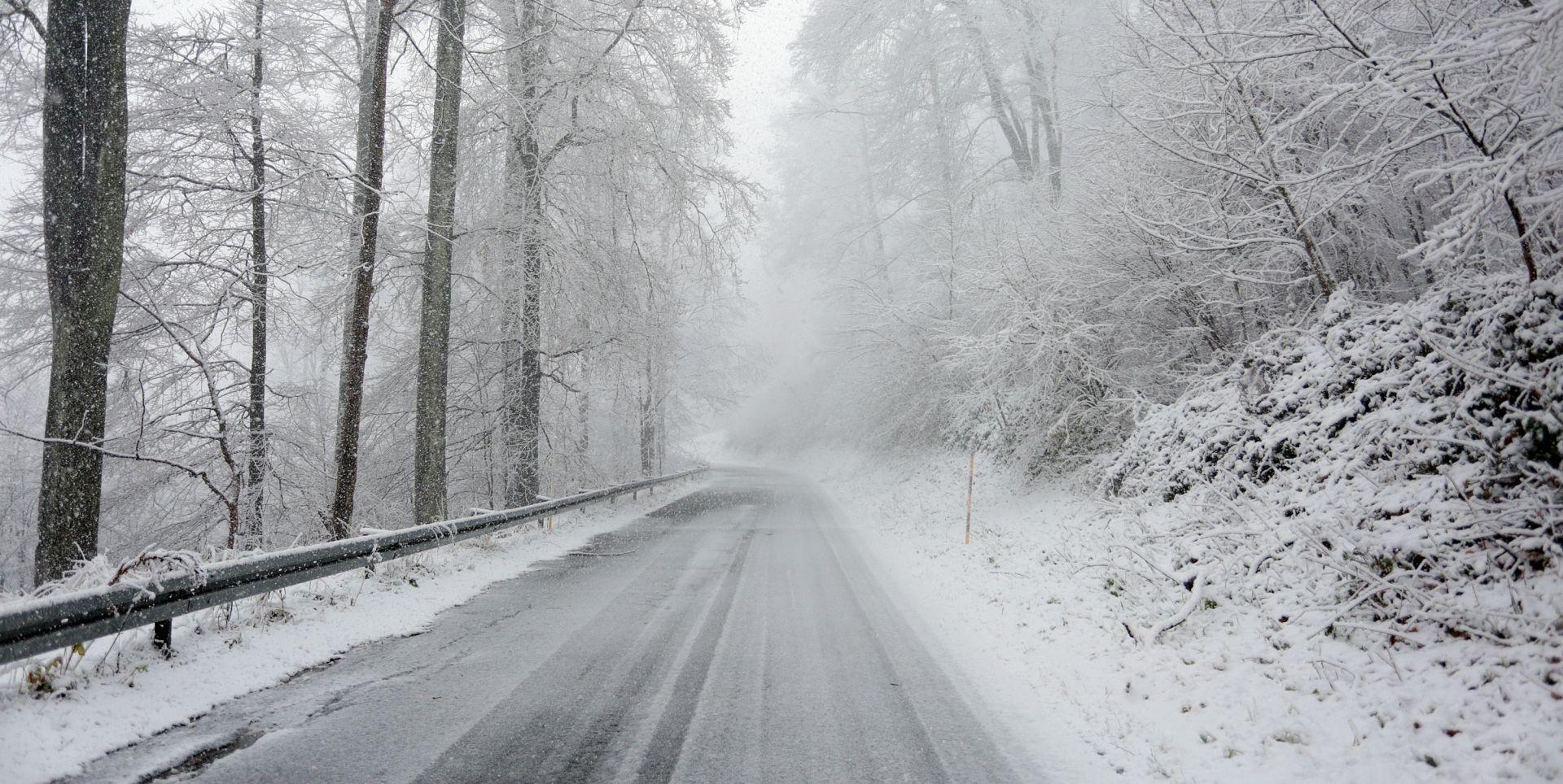 VEĆ STIGLO POGORŠANJE Snijeg uzrokuje probleme u prometu, Meteoalarm izdao crvena upozorenja