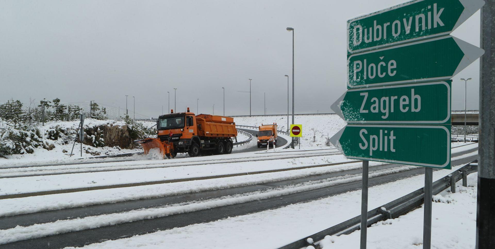 HAK Veliki problemi u cestovnom i pomorskom prometu zbog  orkanskog vjetra i snijega