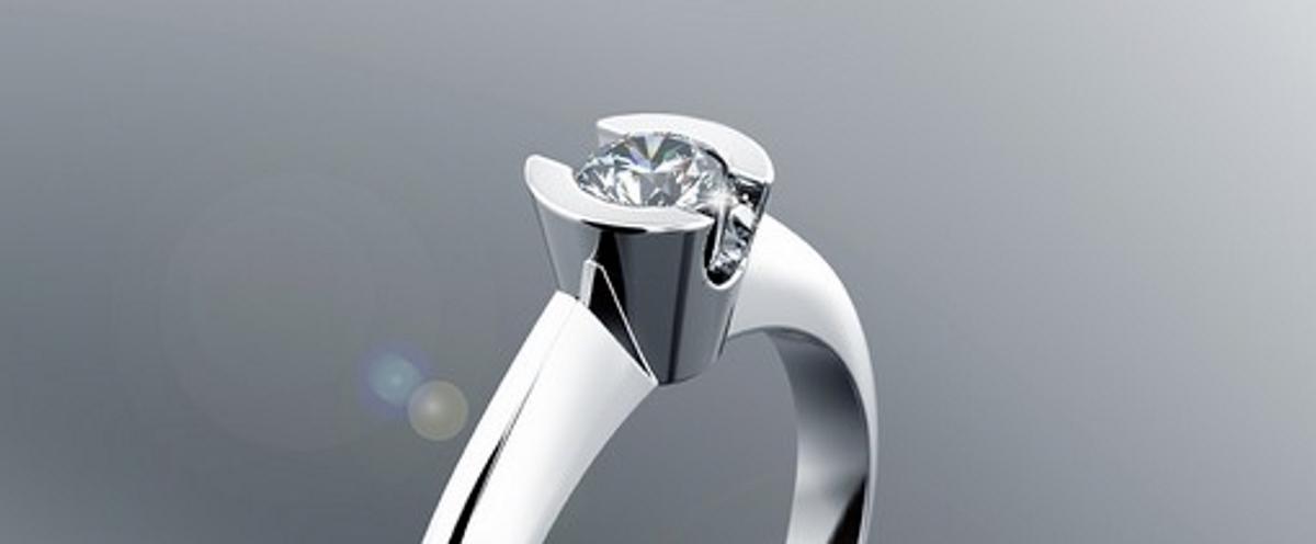 Glamurozno prstenje s dijamantima