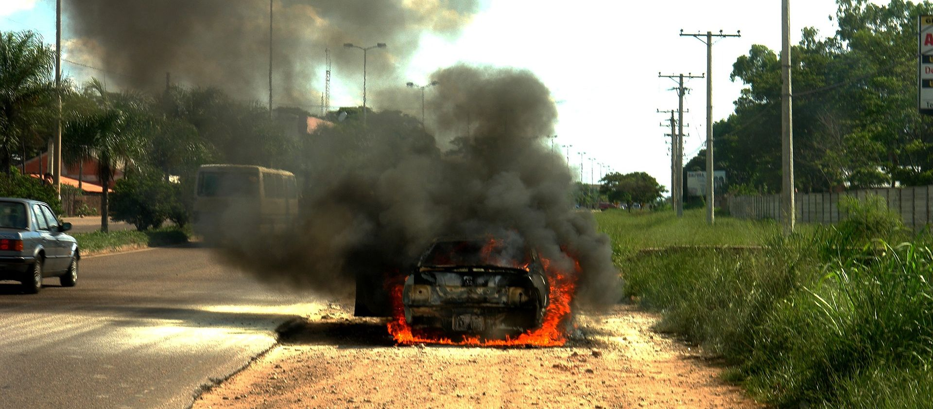 TAJLAND Kombi se zabio u kamionet i zapalio, poginulo 25 osoba