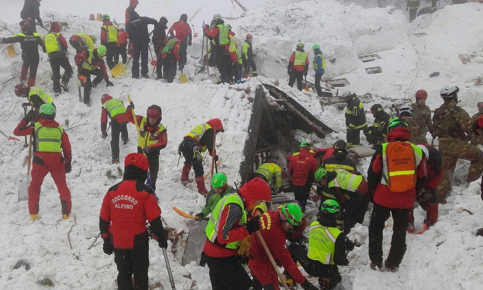 ČETVRTI DAN POTRAGE: Nema znakova života u ruševinama talijanskog hotela pod lavinom