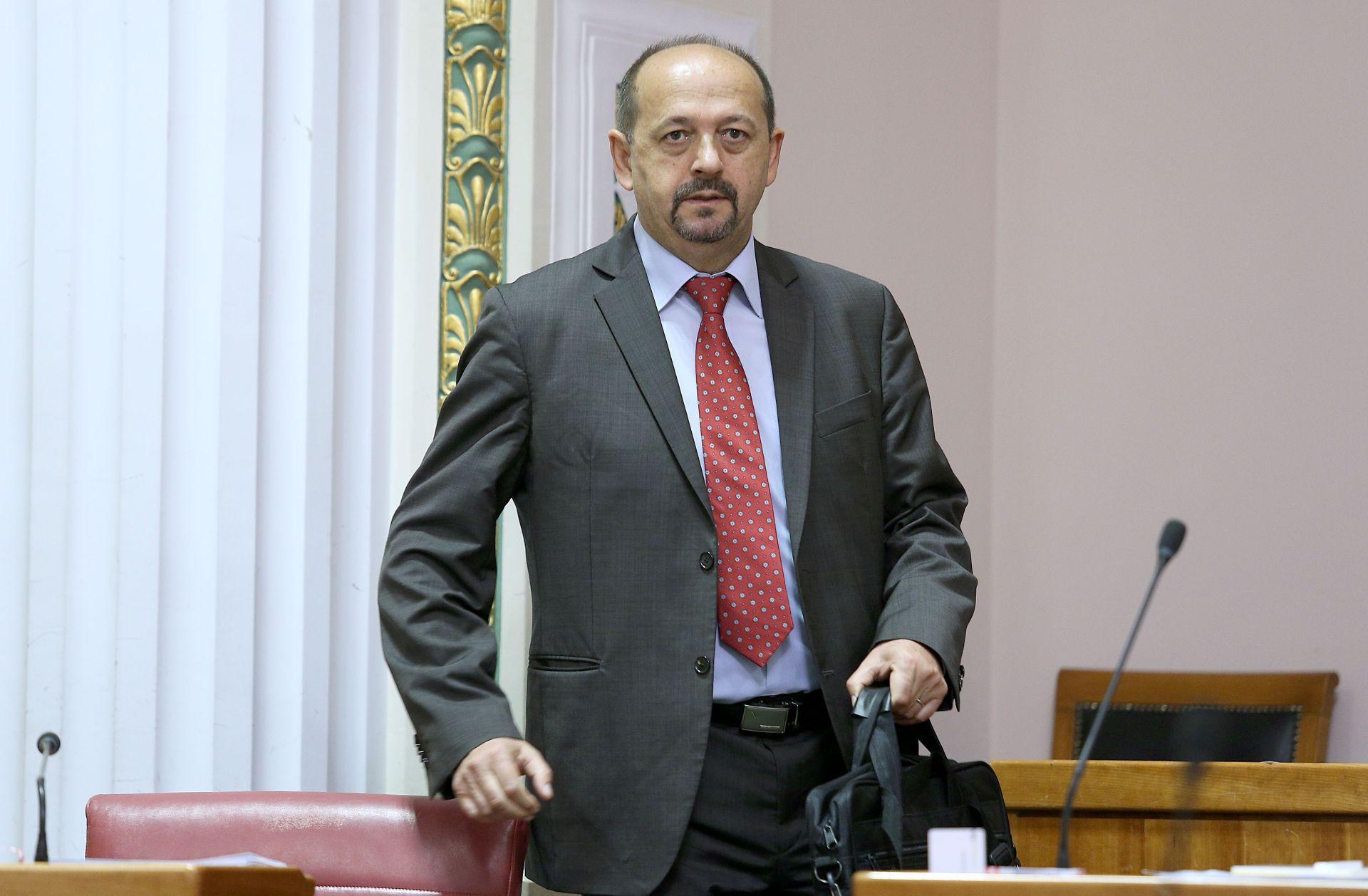 SABOR Lovrinović: 'Gospodo, primite se posla, a nemojte prodavati državnu imovinu'