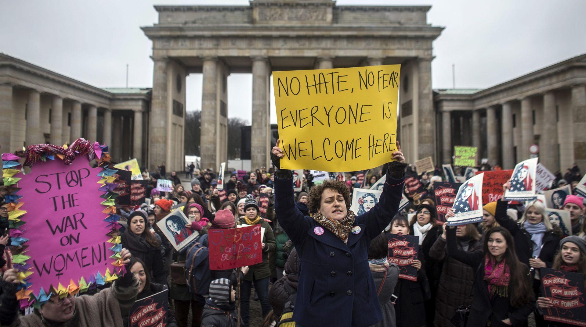 """PROSVJEDI PROTIV TRUMPA: Tisuće žena na ulicama u """"sestrinskim marševima"""""""