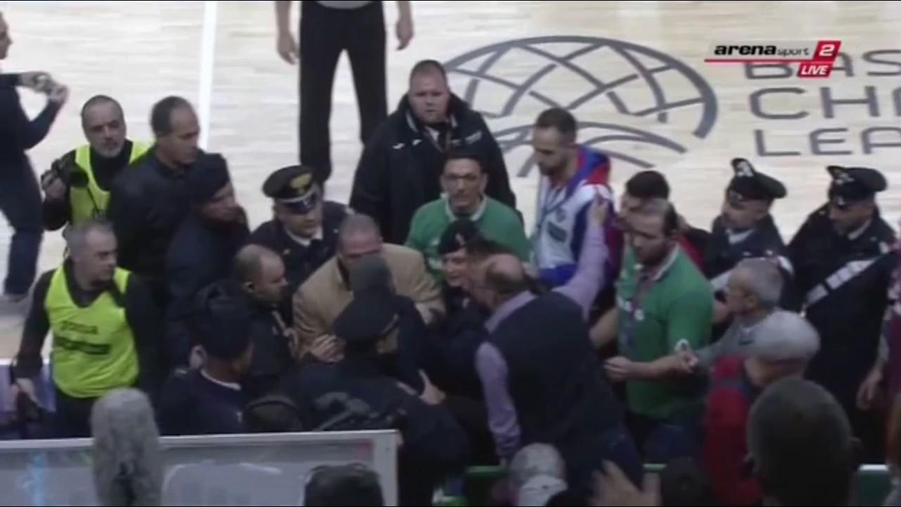 VIDEO: KAOS U ITALIJI Navijač sleđa gurnuo Ukića