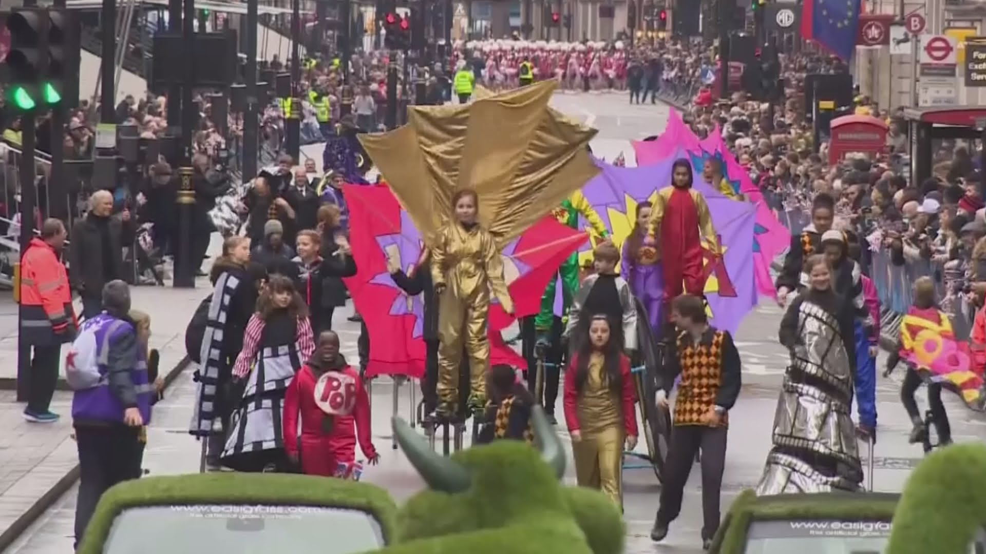 VIDEO: Tradicionalna novogodišnja parada u Londonu