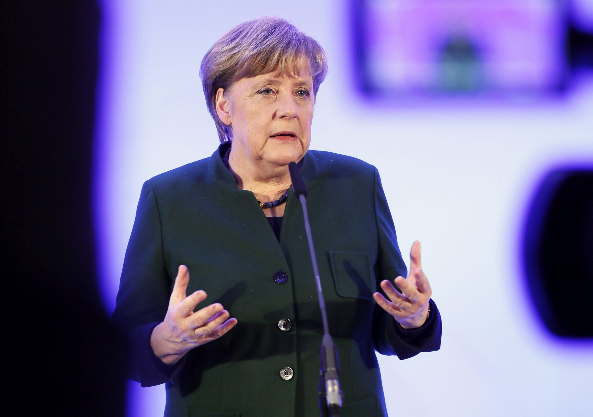 POZIV NA SURADNJU: Merkel šalje pomirljive signale u smjeru Washingtona