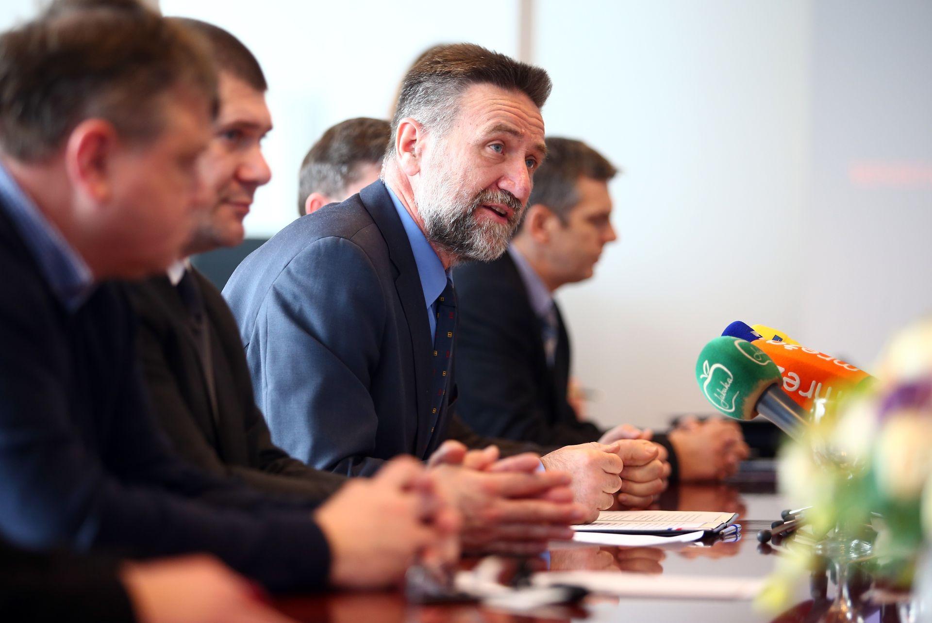 AFERA PLAGIJAT: Nakon Đikićeva pisma, Radman i Vukičević ponovno poduprli ministra Barišića