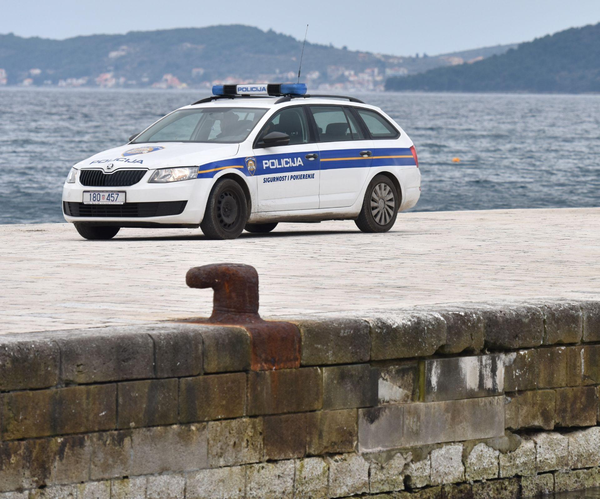 IDENTITET ZASAD NEPOZNAT: Automobilom sletio u more u riječkoj luci