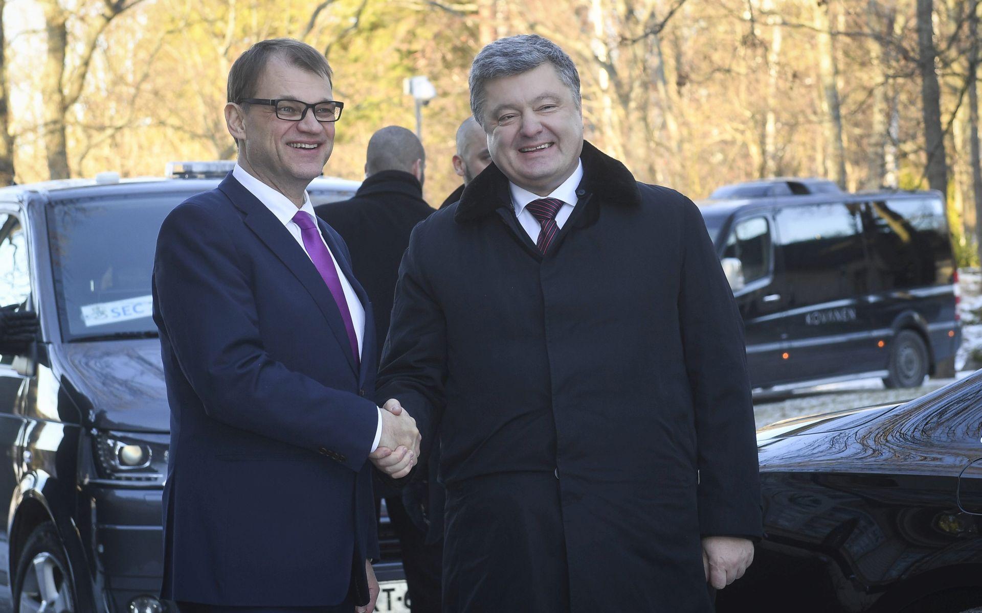 ODBACUJE TRUMPOV PRIJEDLOG: Porošenko ističe da treba zadržati sankcije Rusiji
