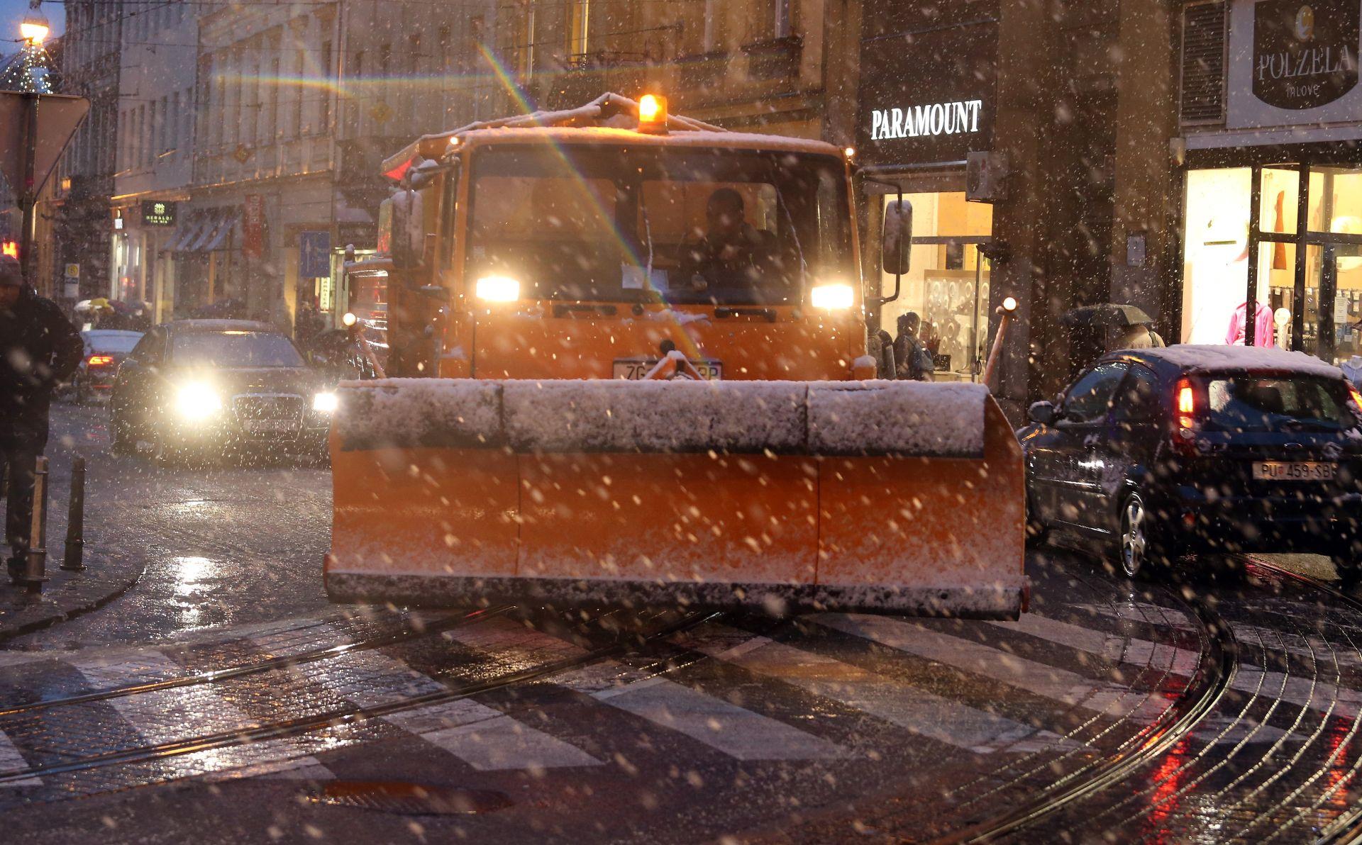 KAOS NA CESTAMA ZBOG SNIJEGA: U Zagrebu svih 259 ekipa Zimske službe čiste grad