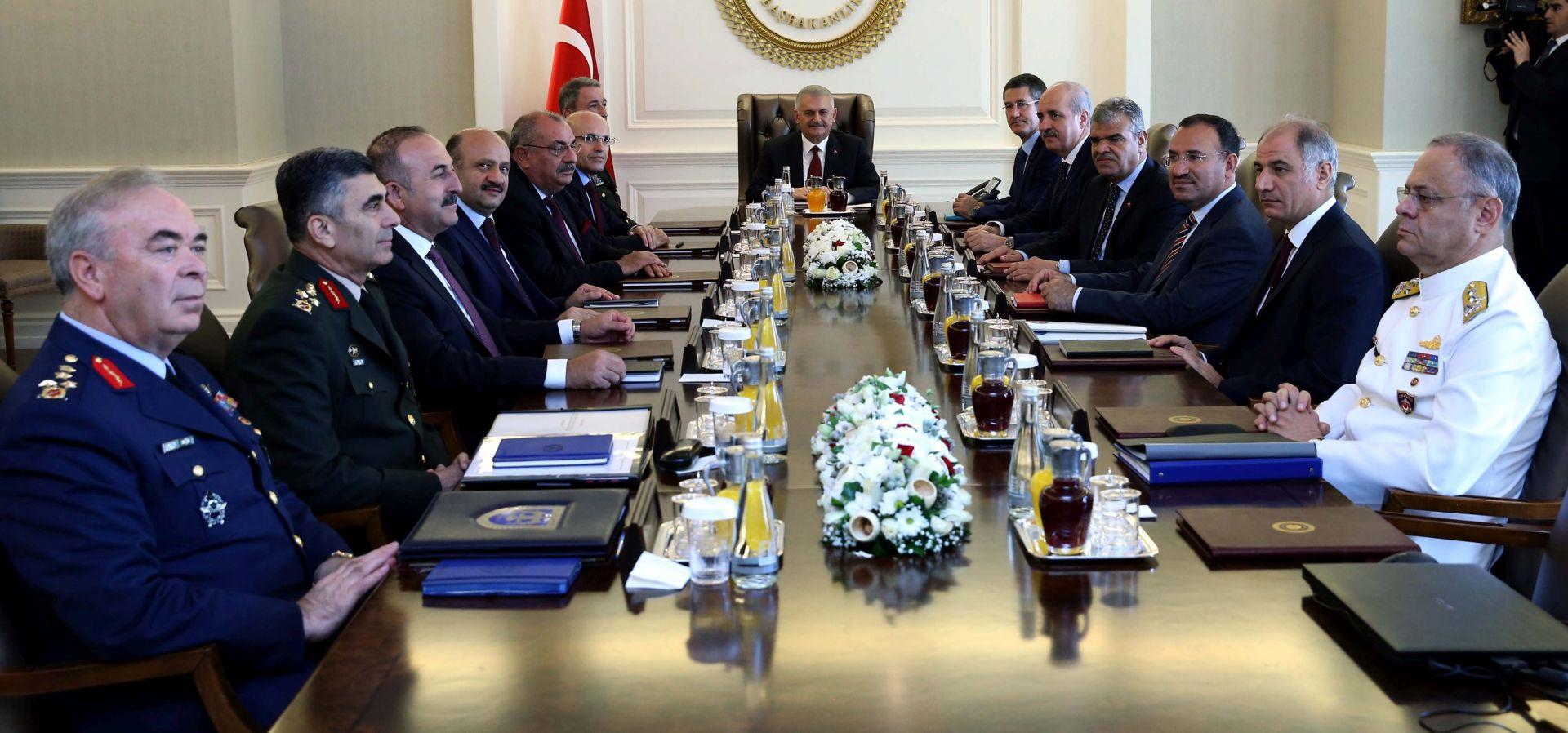 NEUSPJELI PUČ: Turska izdala uhidbene naloge za 243 pripadnika vojske